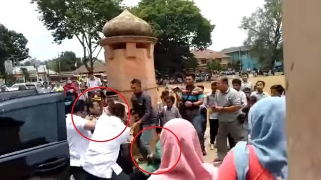 Bộ trưởng An ninh Indonesia bị đâm dao, cận vệ không kịp trở tay