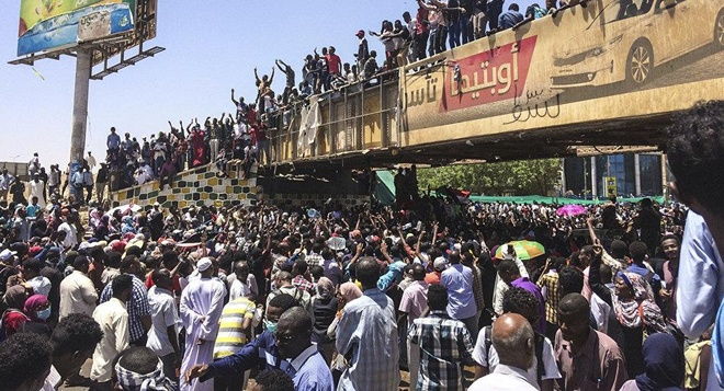 Quân đội Sudan 'cách chức' tổng thống giữa tin đồn đảo chính
