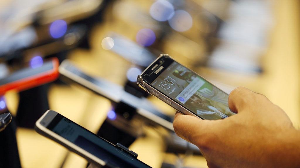 Thi truong smartphone cuoi nam: Smartphone can cao cap len ngoi hinh anh 4