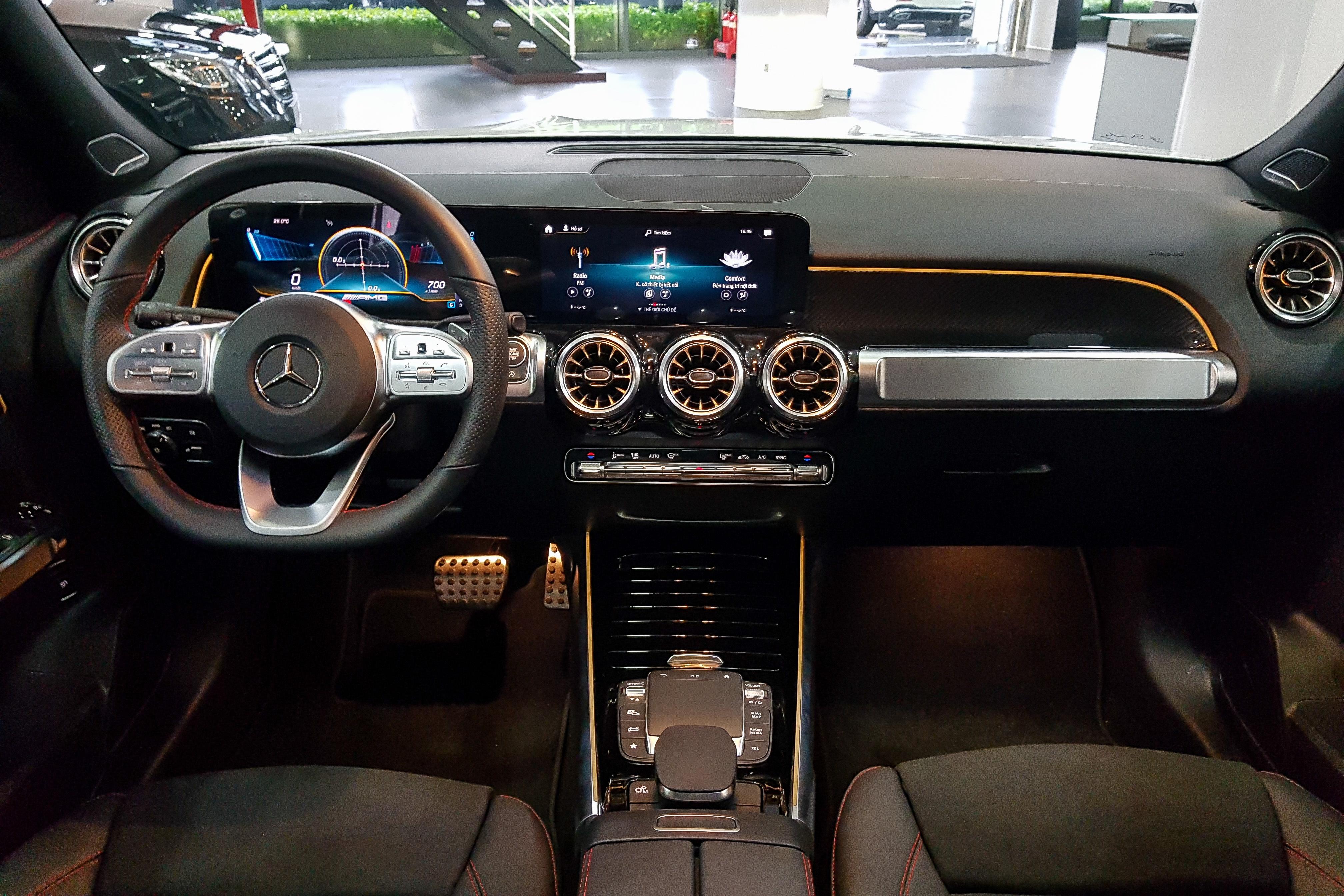 Mercedes-AMG GLB 35 anh 8