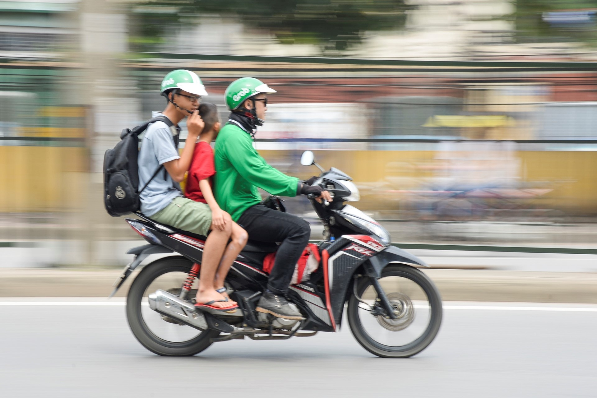Uber, Grab voi cuoc chien gia cuoc xe om hinh anh 8