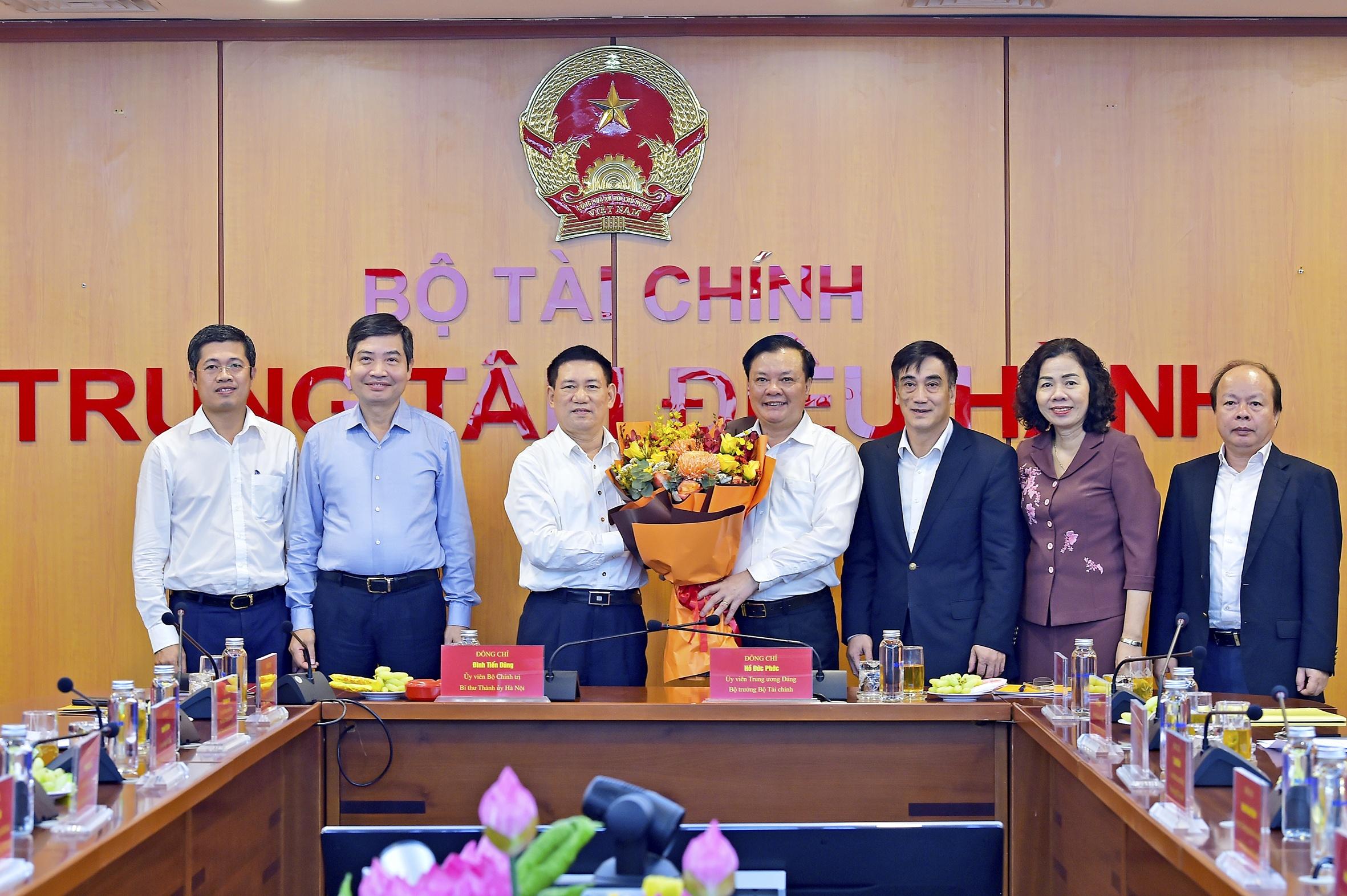 Bo truong Tai chinh Ho Duc Phoc nhan ban giao nhiem vu anh 1