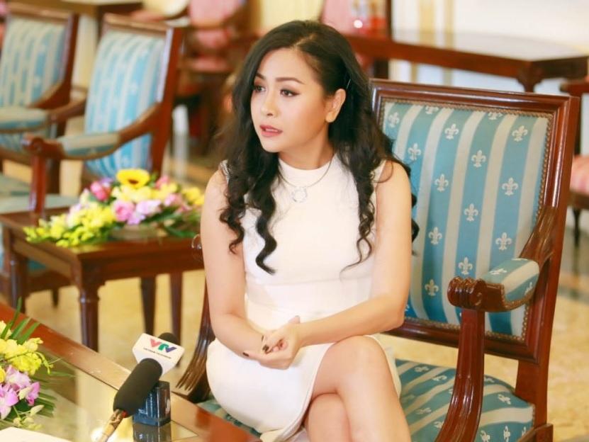 Yeah1 lo dam,  ba Tran Uyen Phuong lien tuc thoai von anh 1