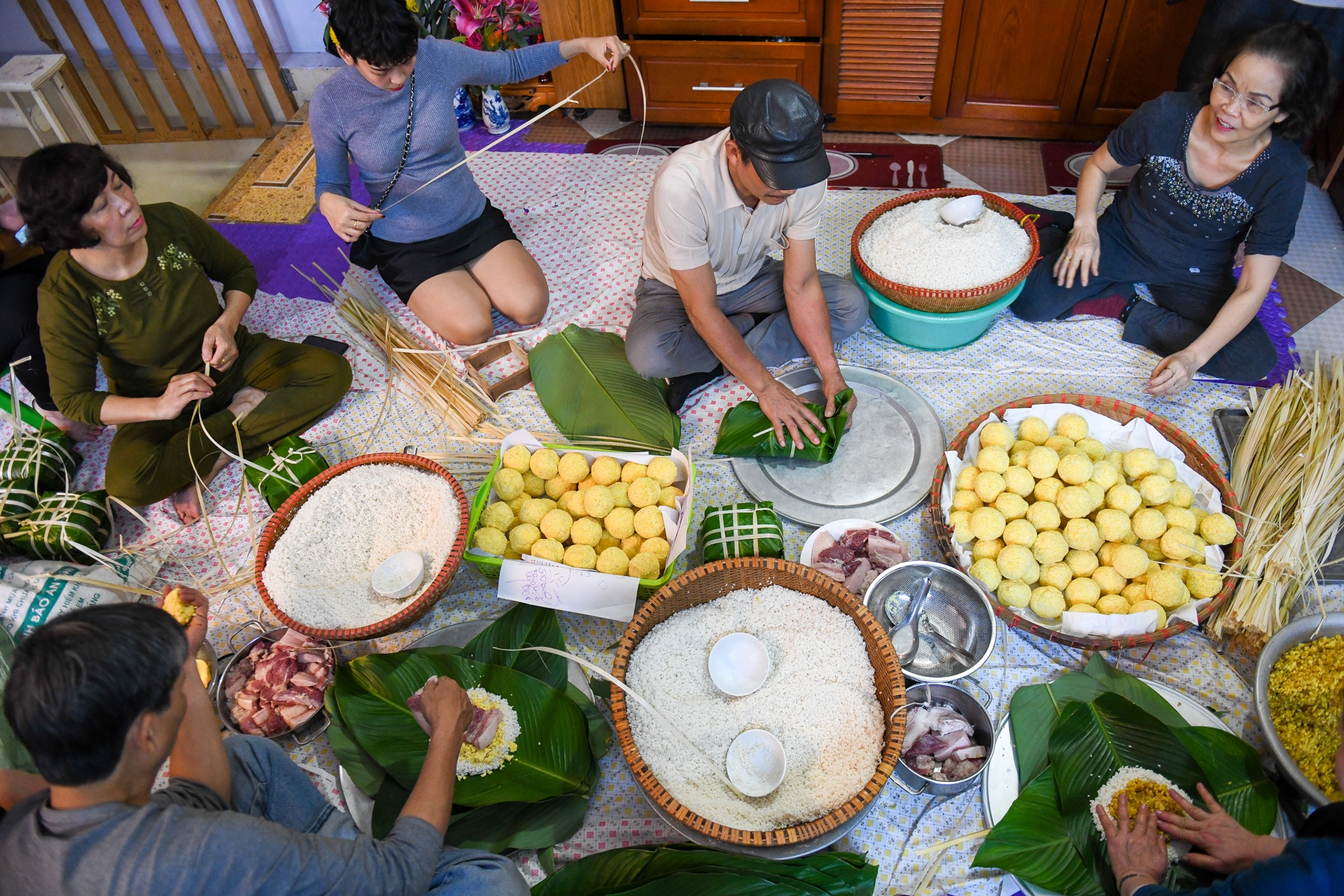 A family making Banh Chung together