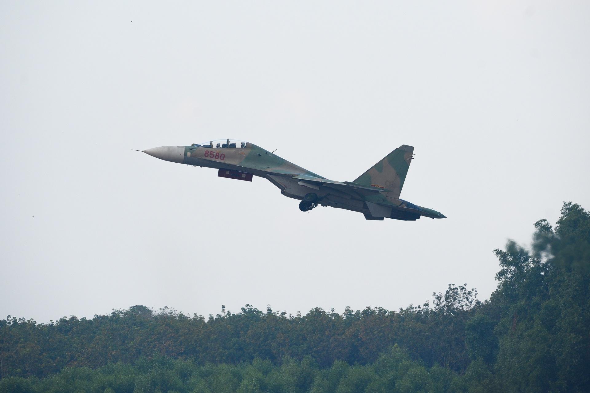 huan luyen bay Su-30MK2 anh 24