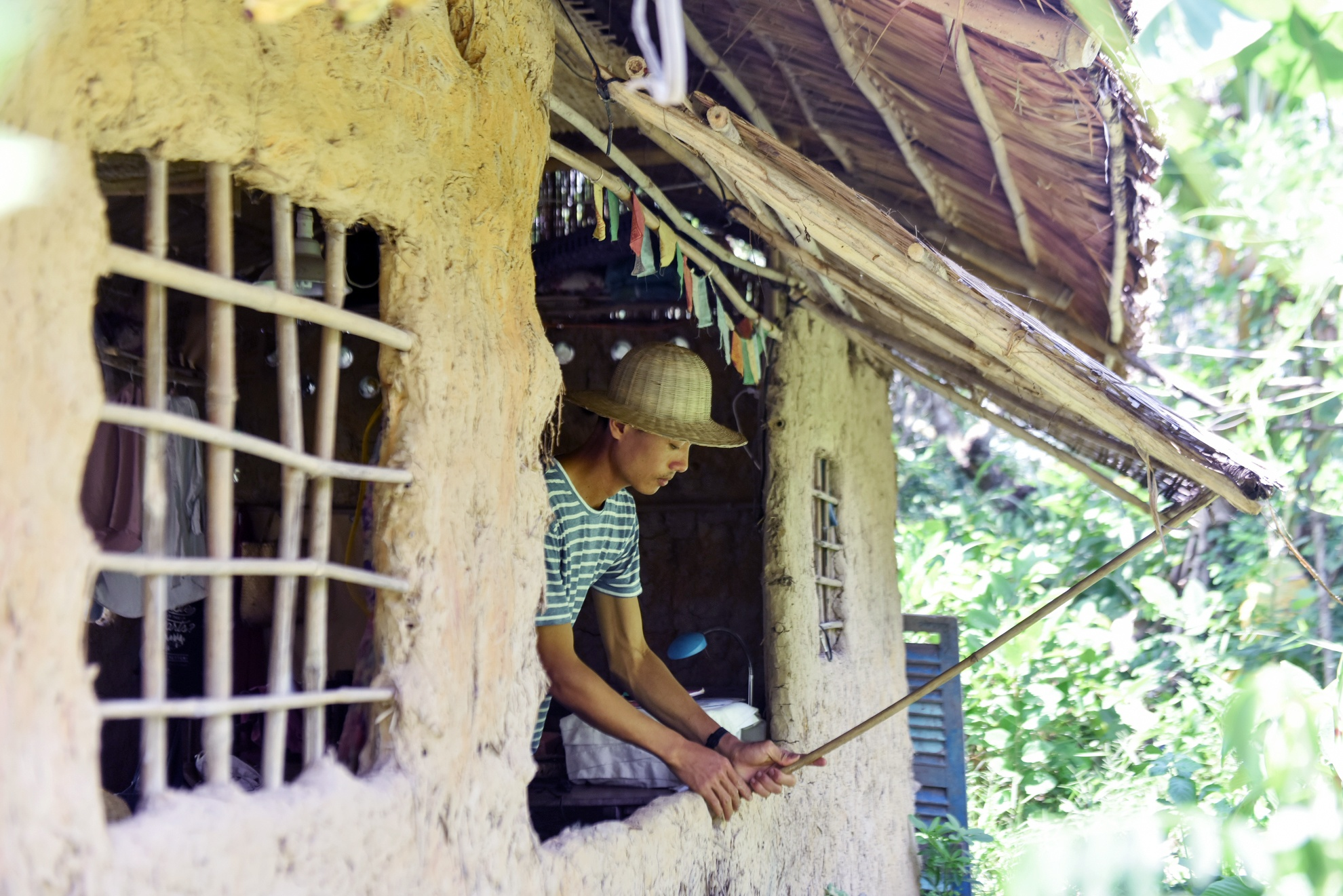Chang nong dan 'khung' va giac mo ong hut tre hinh anh 8