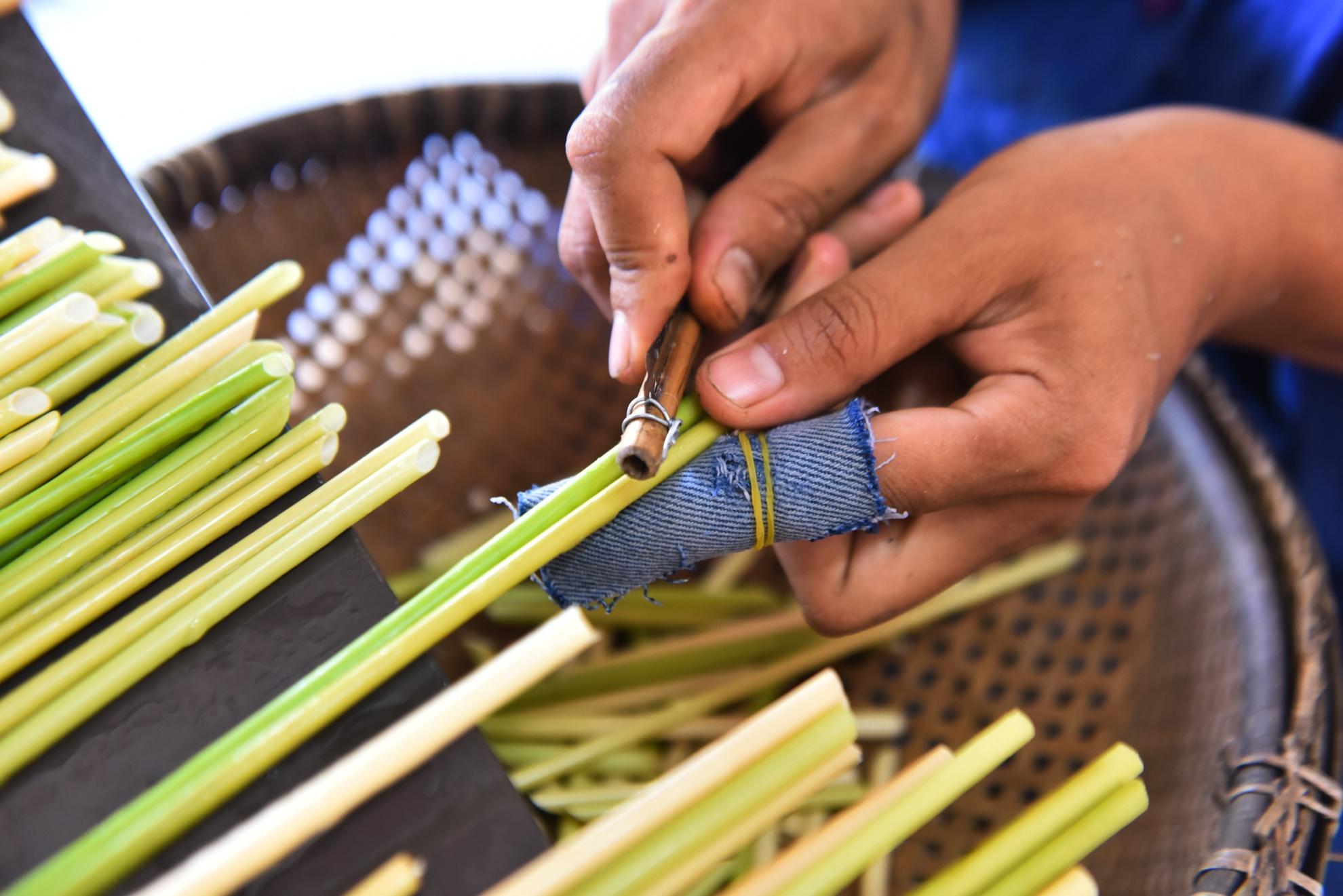 Chang nong dan 'khung' va giac mo ong hut tre hinh anh 21
