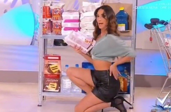 Game show dạy phụ nữ quyến rũ lúc mua sắm bị chỉ trích