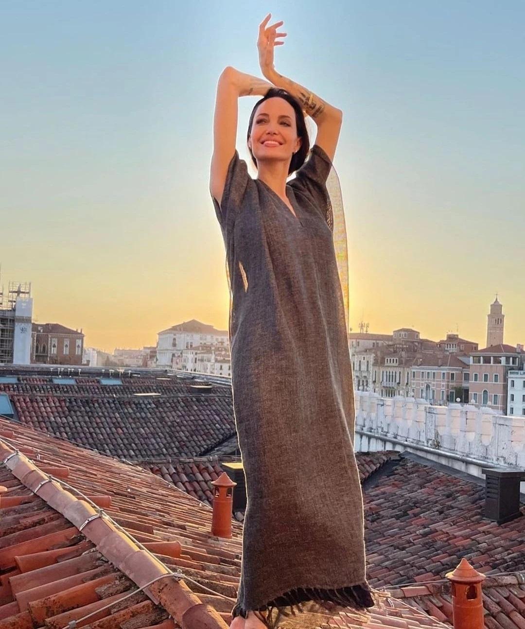 Angelina Jolie di xem ca nhac anh 3