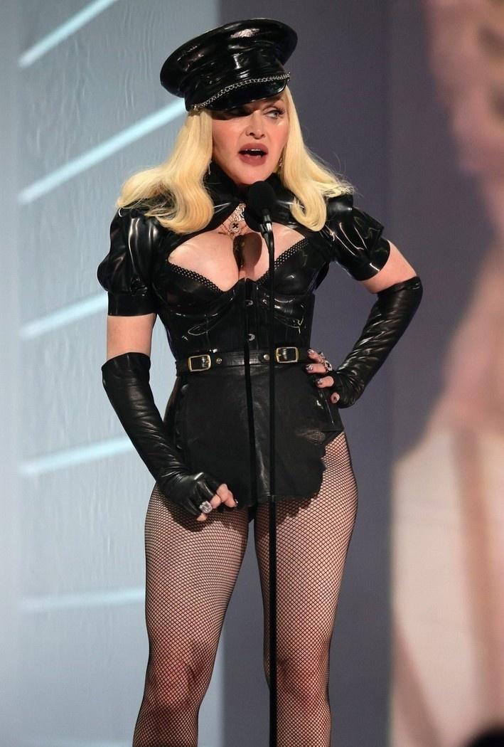 Madonna tai MTV Video Music Awards anh 2
