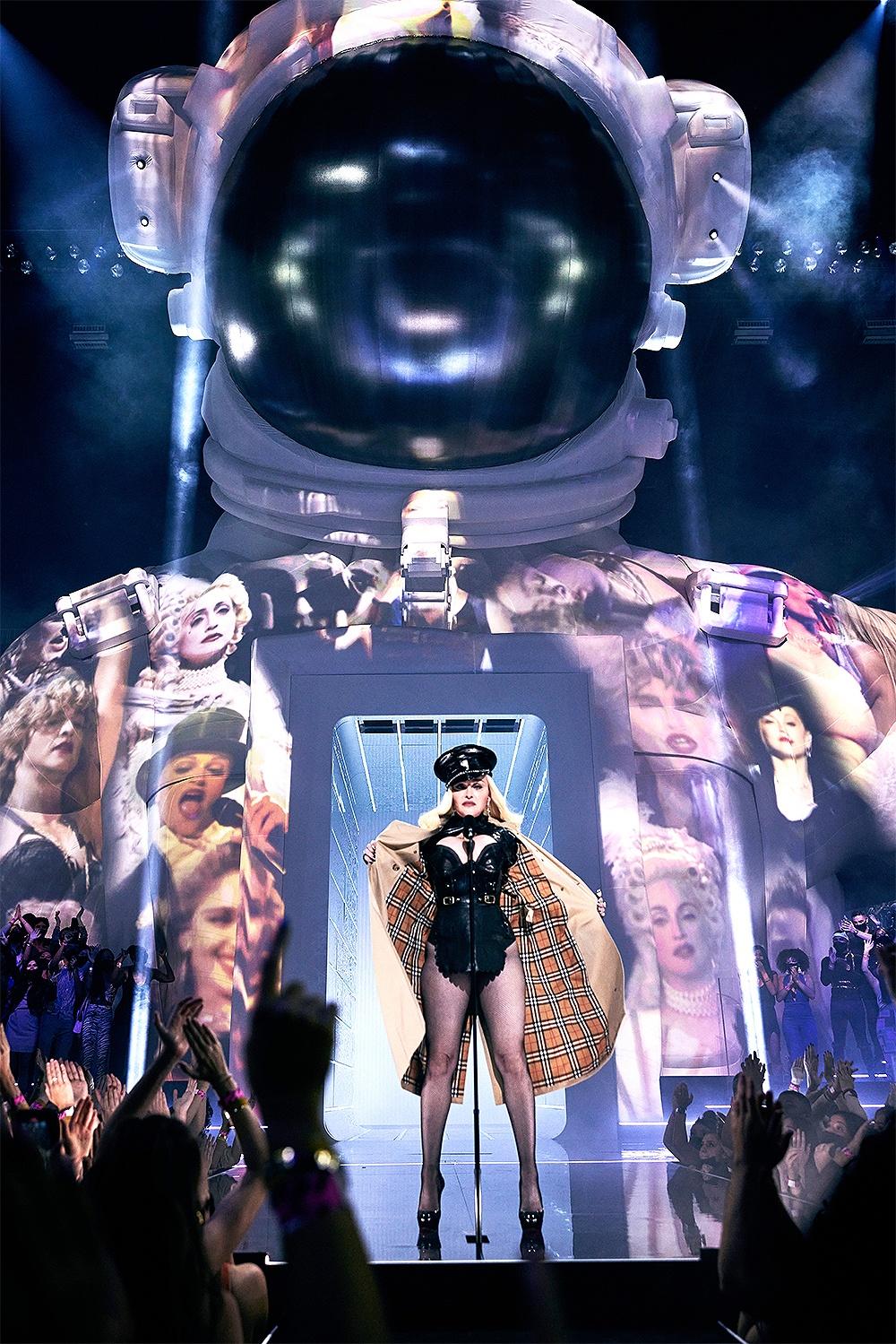 Madonna tai MTV Video Music Awards anh 7