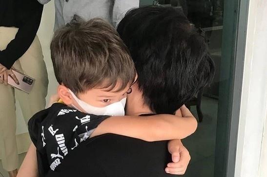 Mike Angelo gặp lại con trai sau khi đệ đơn kiện bạn gái