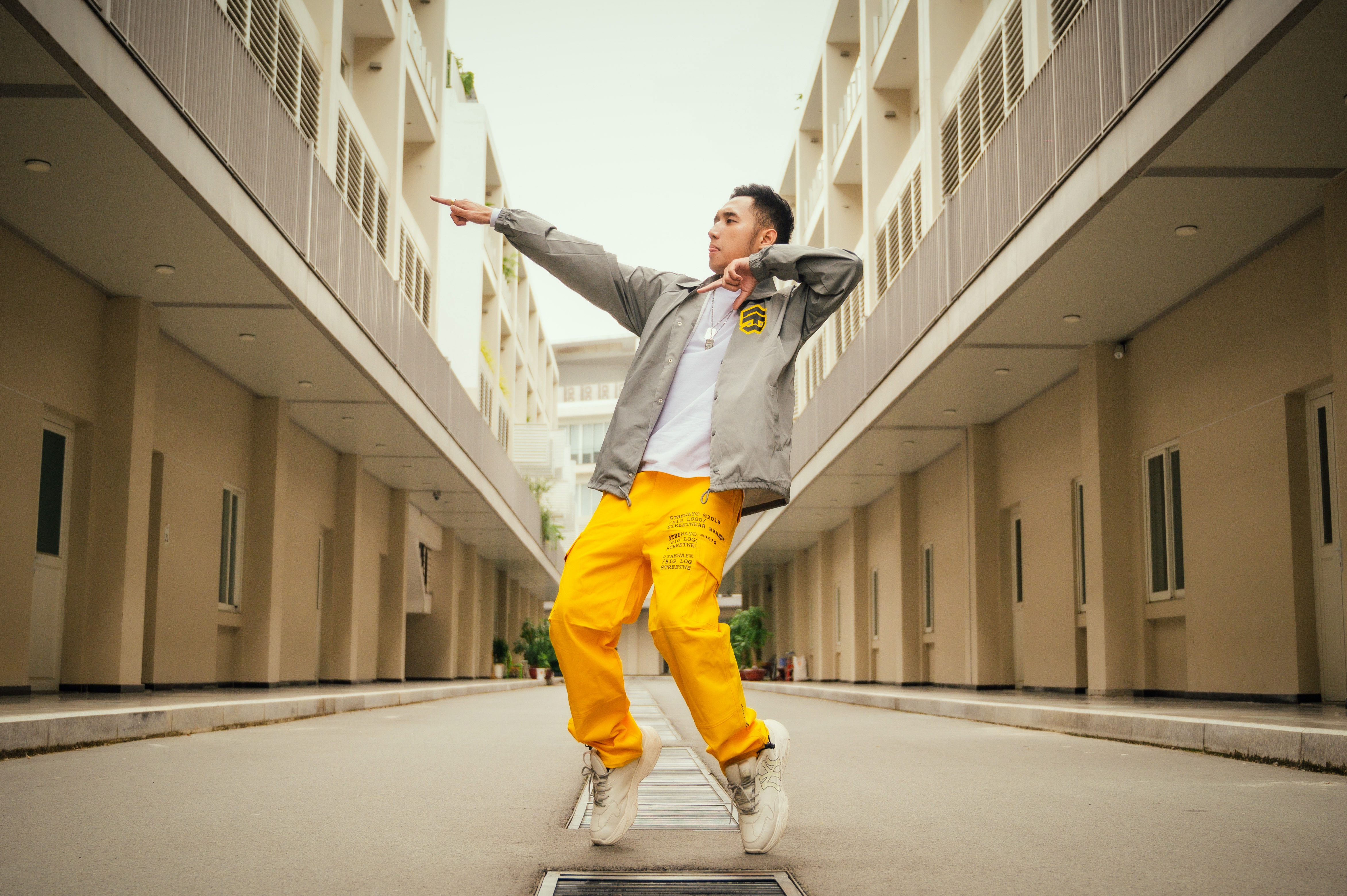 Duy Andy Rap Viet anh 2