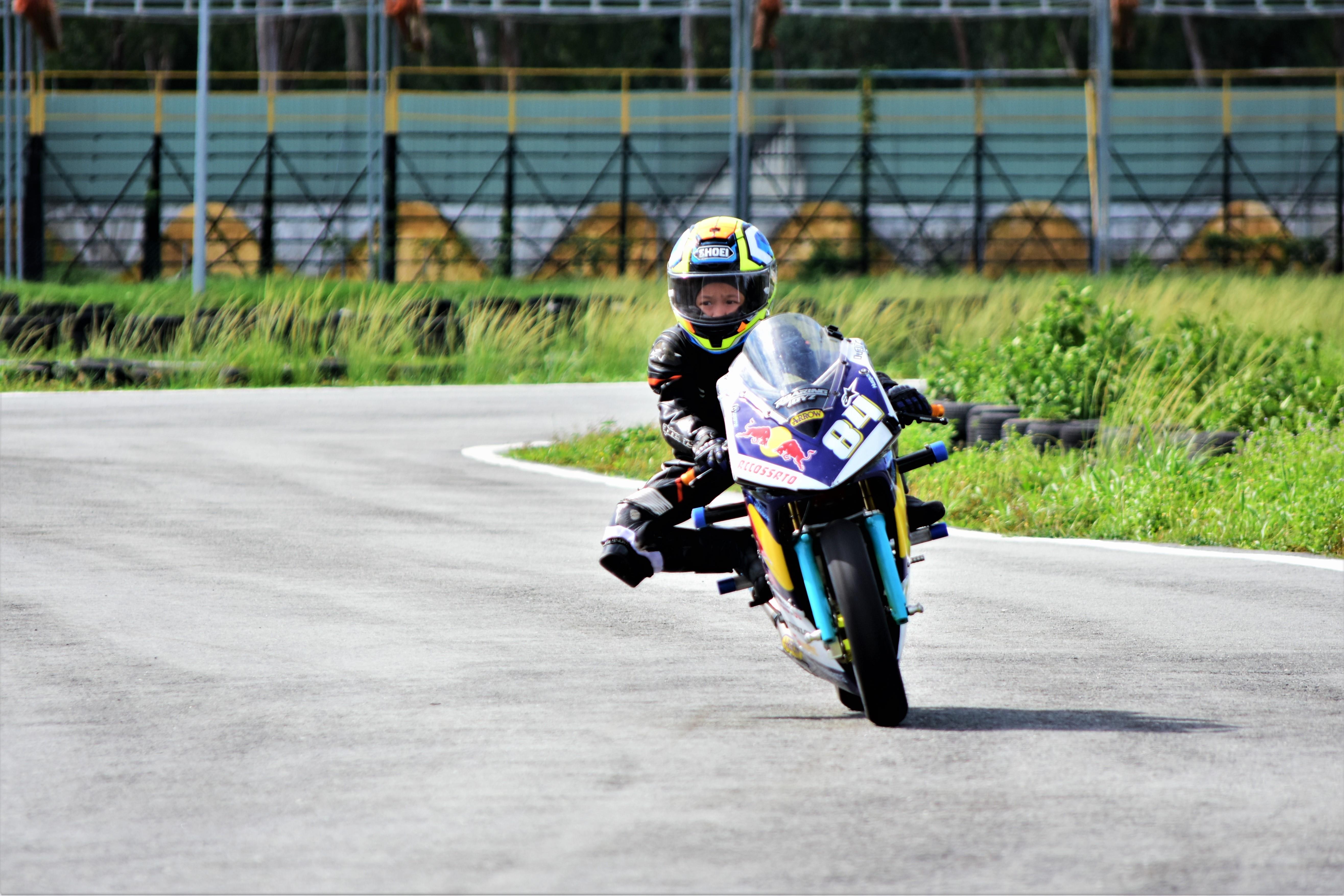 Cau be 7 tuoi uoc mo tro thanh tay dua Moto GP dau tien tai VN hinh anh 13