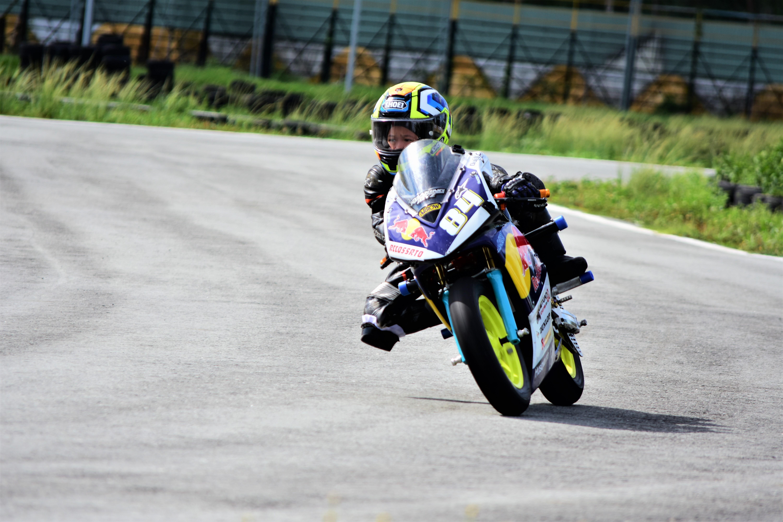 Cau be 7 tuoi uoc mo tro thanh tay dua Moto GP dau tien tai VN hinh anh 14