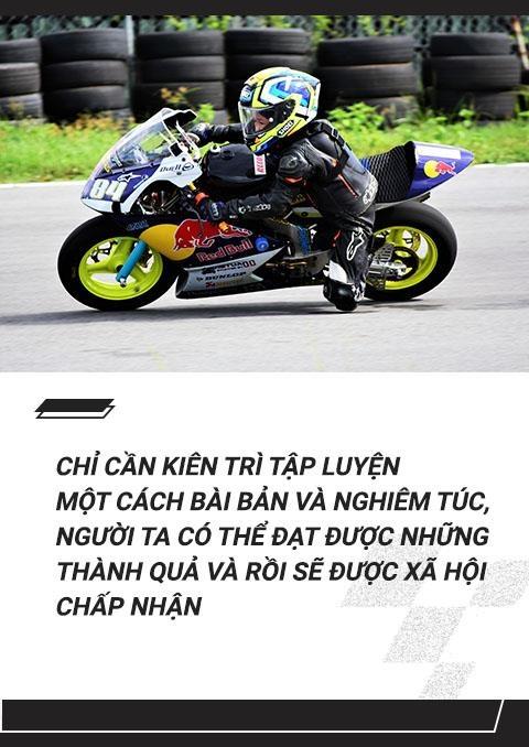 Cau be 7 tuoi uoc mo tro thanh tay dua Moto GP dau tien tai VN hinh anh 11