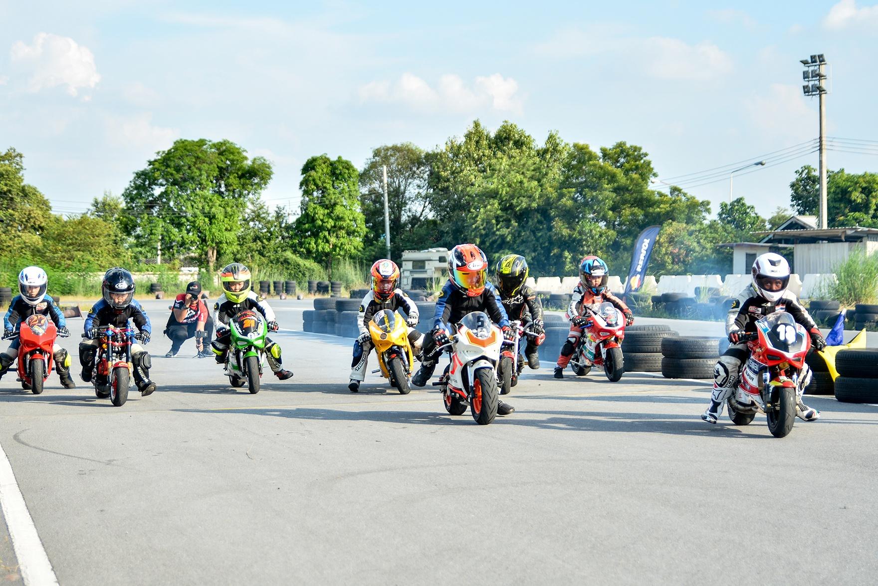 Giai dua moto tre em o Thai Lan va nhung giac mo MotoGP hinh anh 23