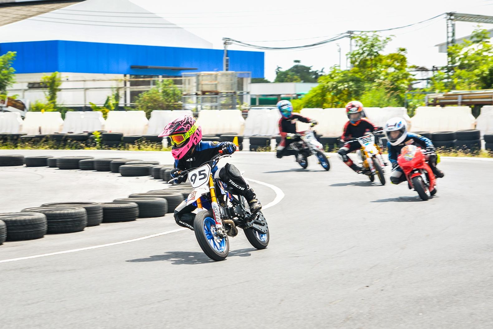 Giai dua moto tre em o Thai Lan va nhung giac mo MotoGP hinh anh 34