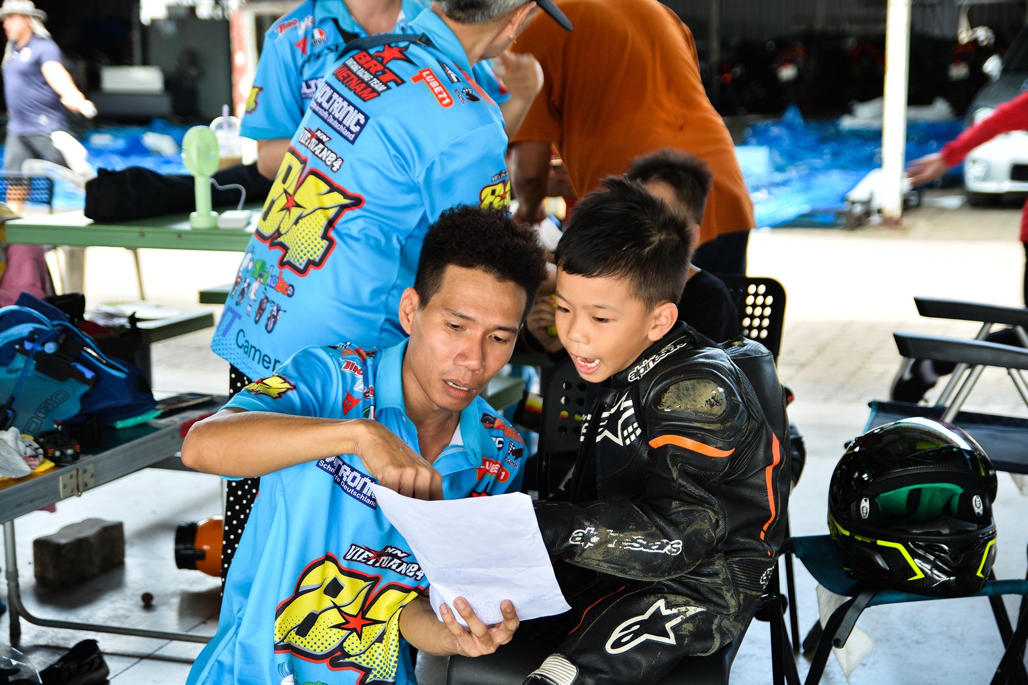 Giai dua moto tre em o Thai Lan va nhung giac mo MotoGP hinh anh 7