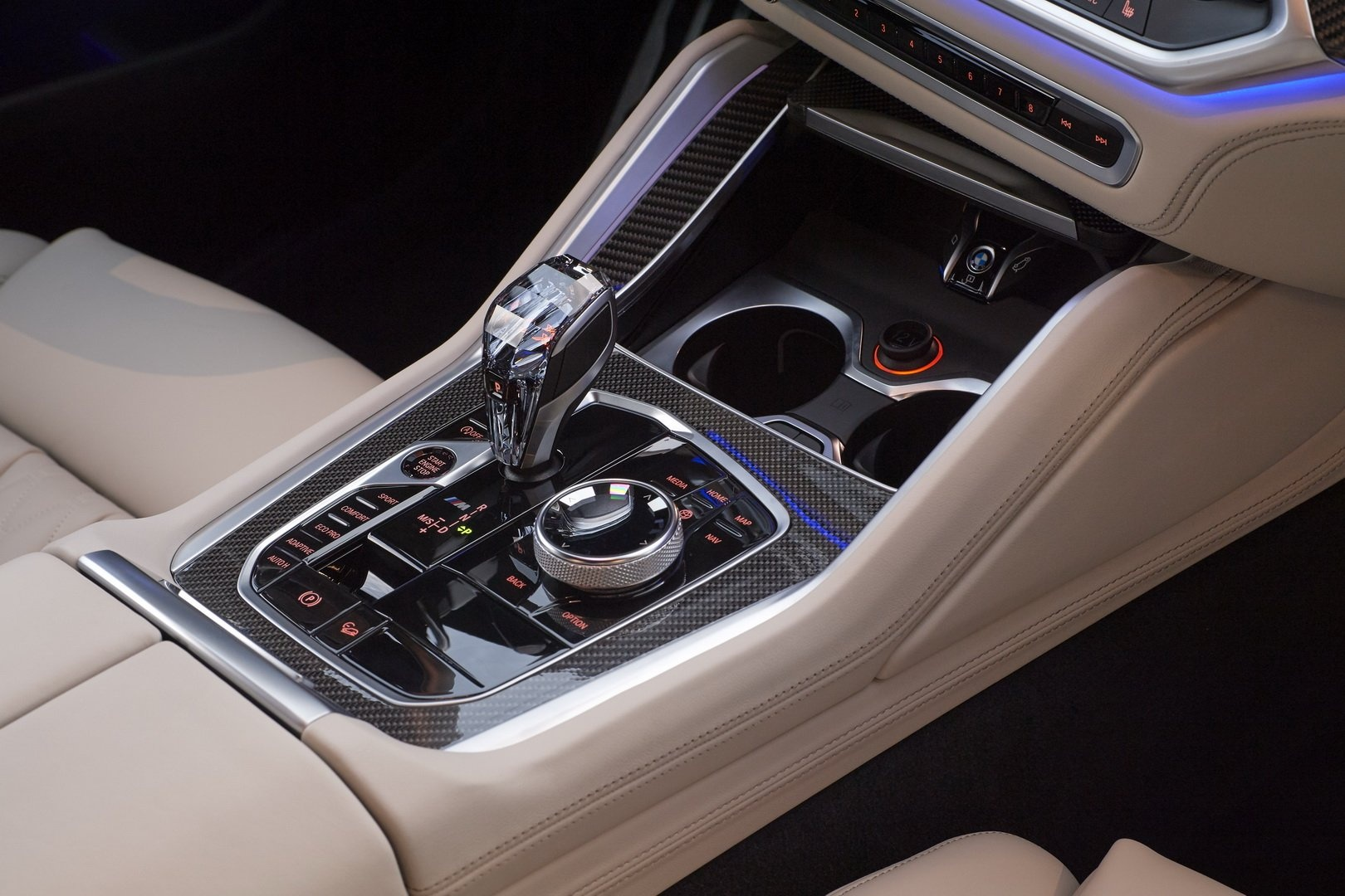 BMW X6 2020 - SUV voi suc manh sieu xe hinh anh 24