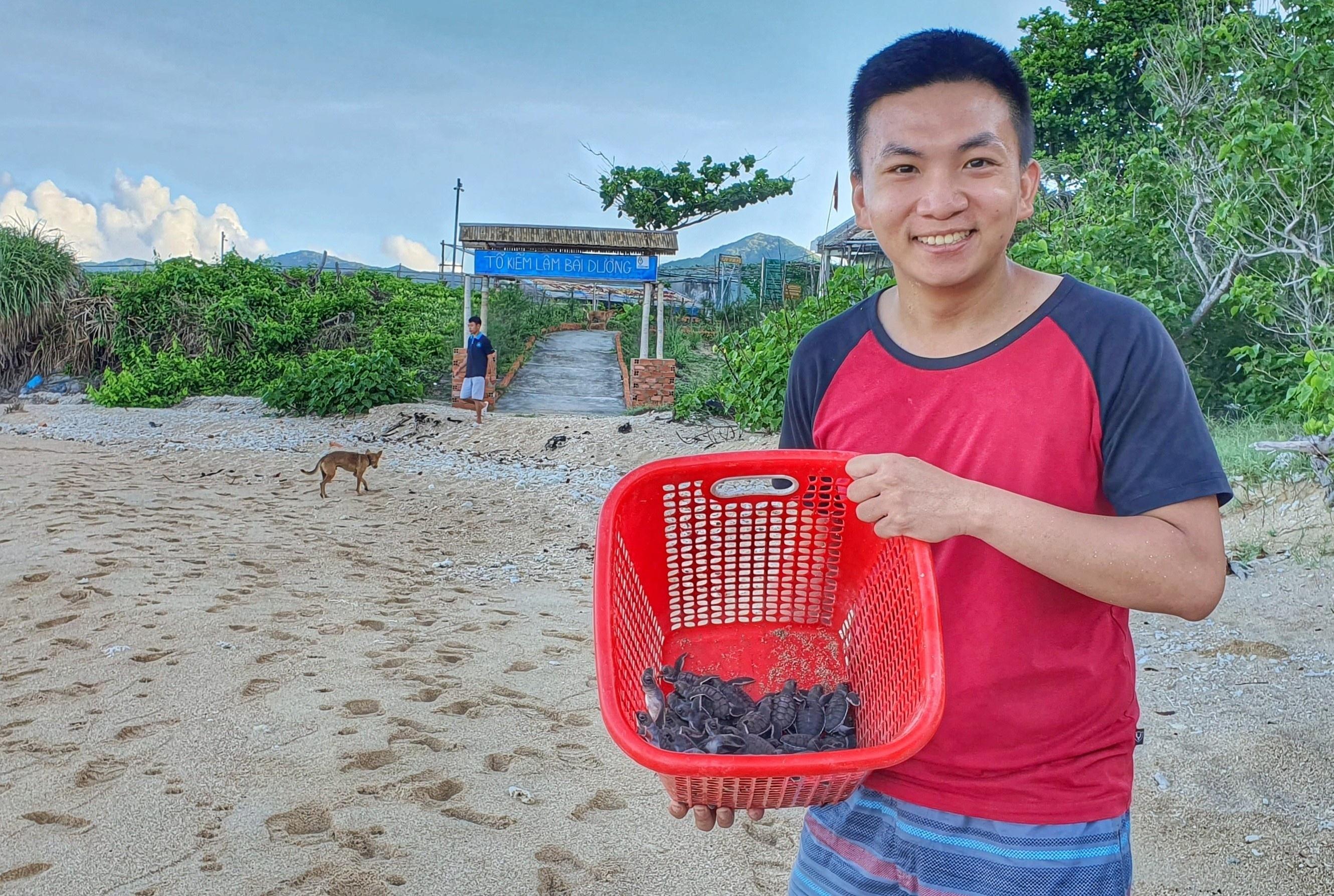 Hành trình 10 ngày 'đỡ đẻ' cho rùa ở Côn Đảo