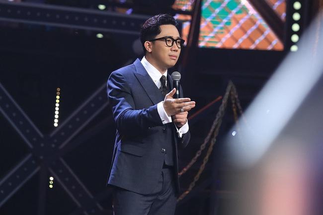 Tran Thanh lam MC game show rap anh 4