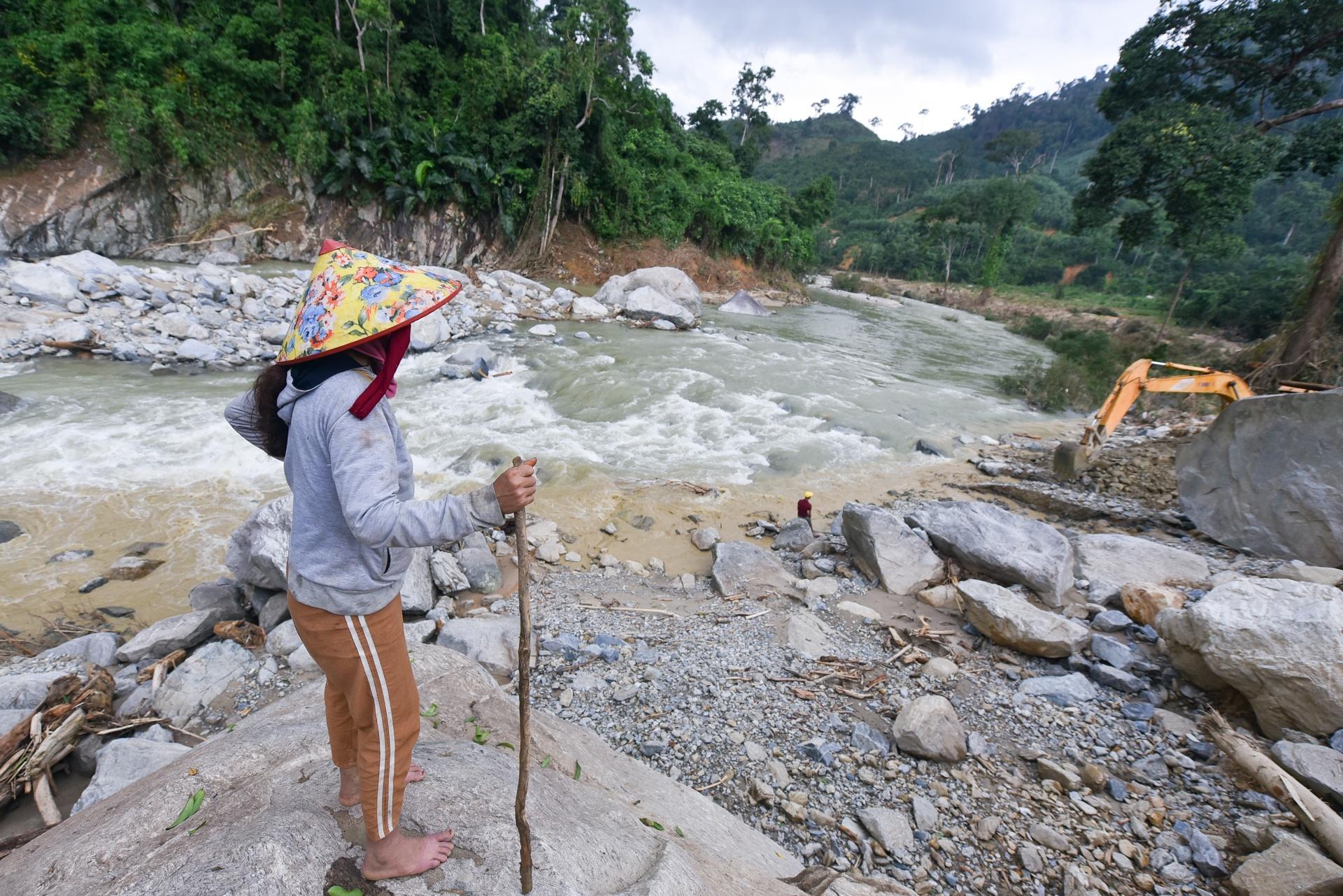 DHQ 8490 zing - Quảng Nam: Nước mắt bên dòng sông Leng