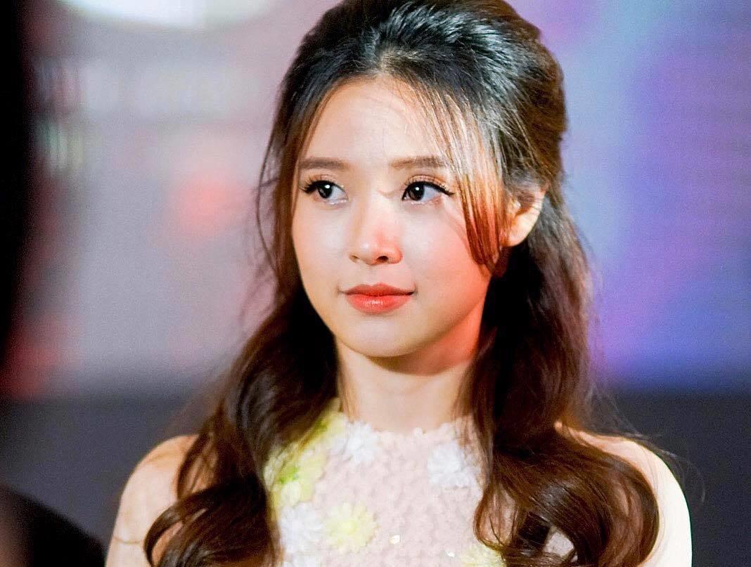 Hot girl Viet nao co thay doi an tuong nhat nam 2017? hinh anh 2