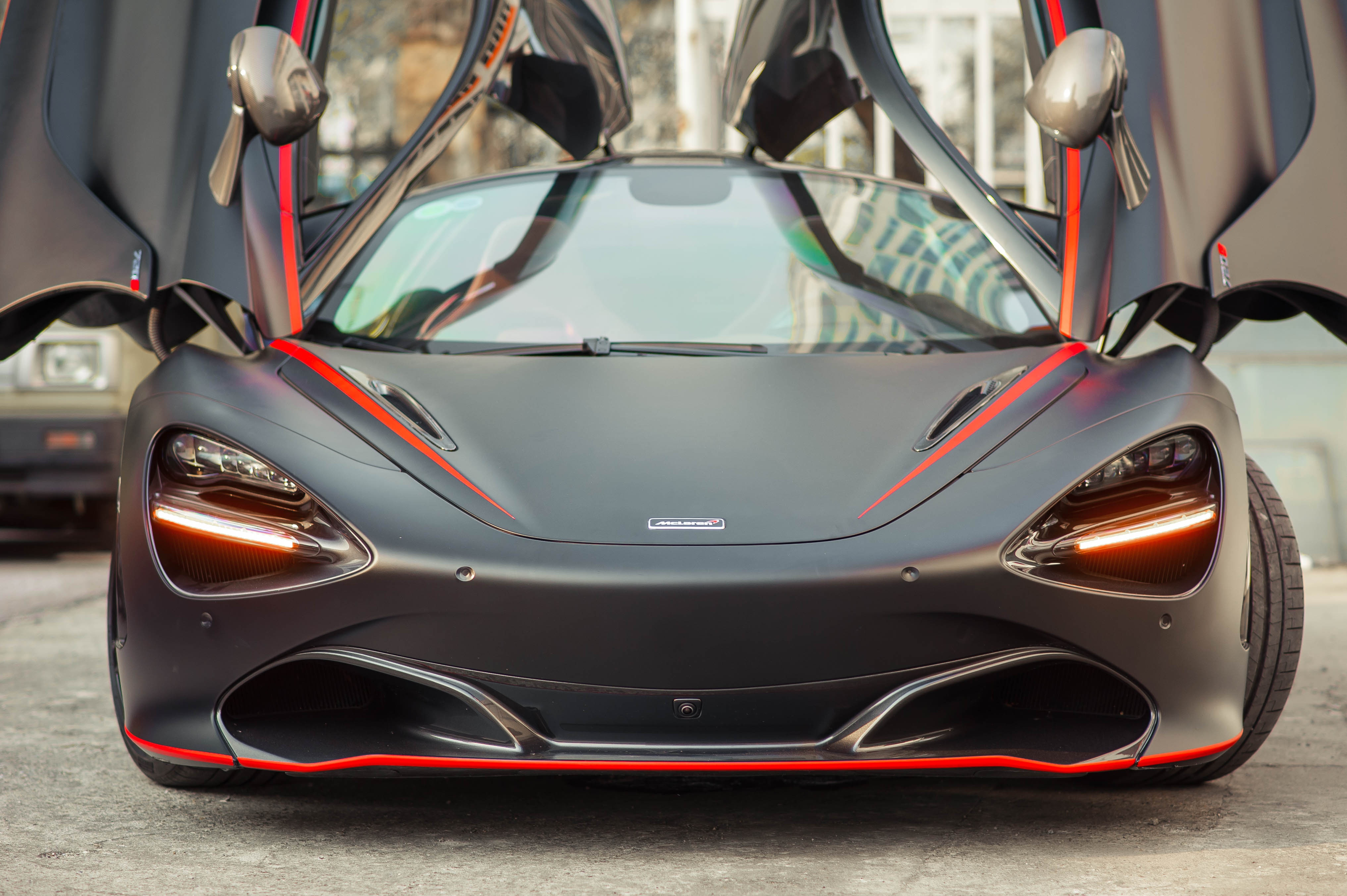 McLaren 720S dau tien ve VN rao 11 ty, ha nua gia sau 2 nam lan banh hinh anh 3