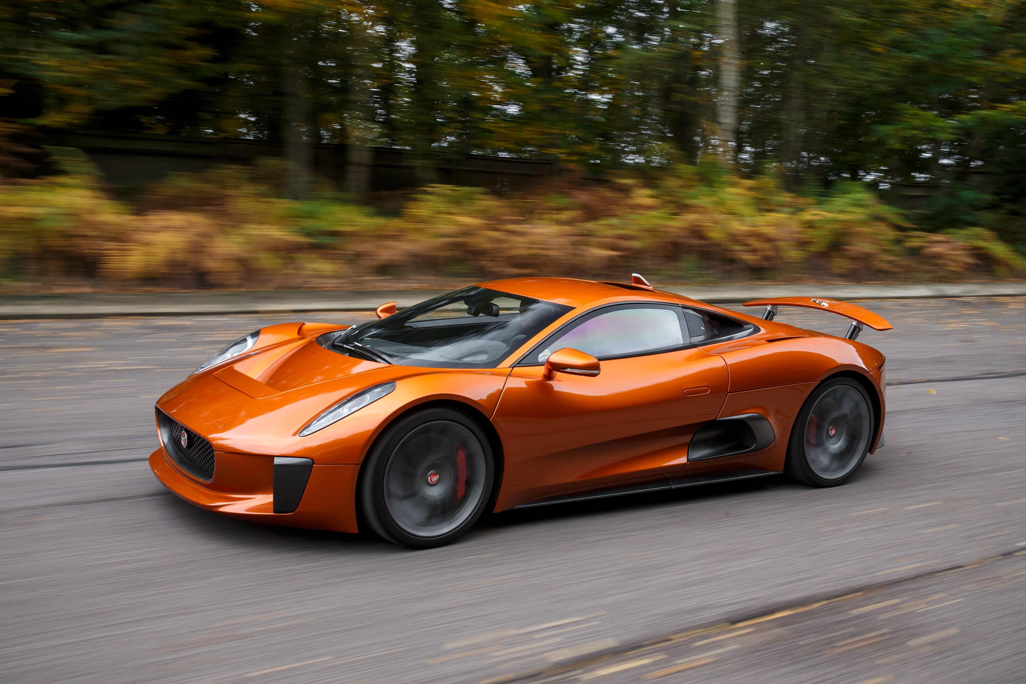 Sieu xe Jaguar C-X75 trong phim James Bond gia 1,2 trieu USD hinh anh 13