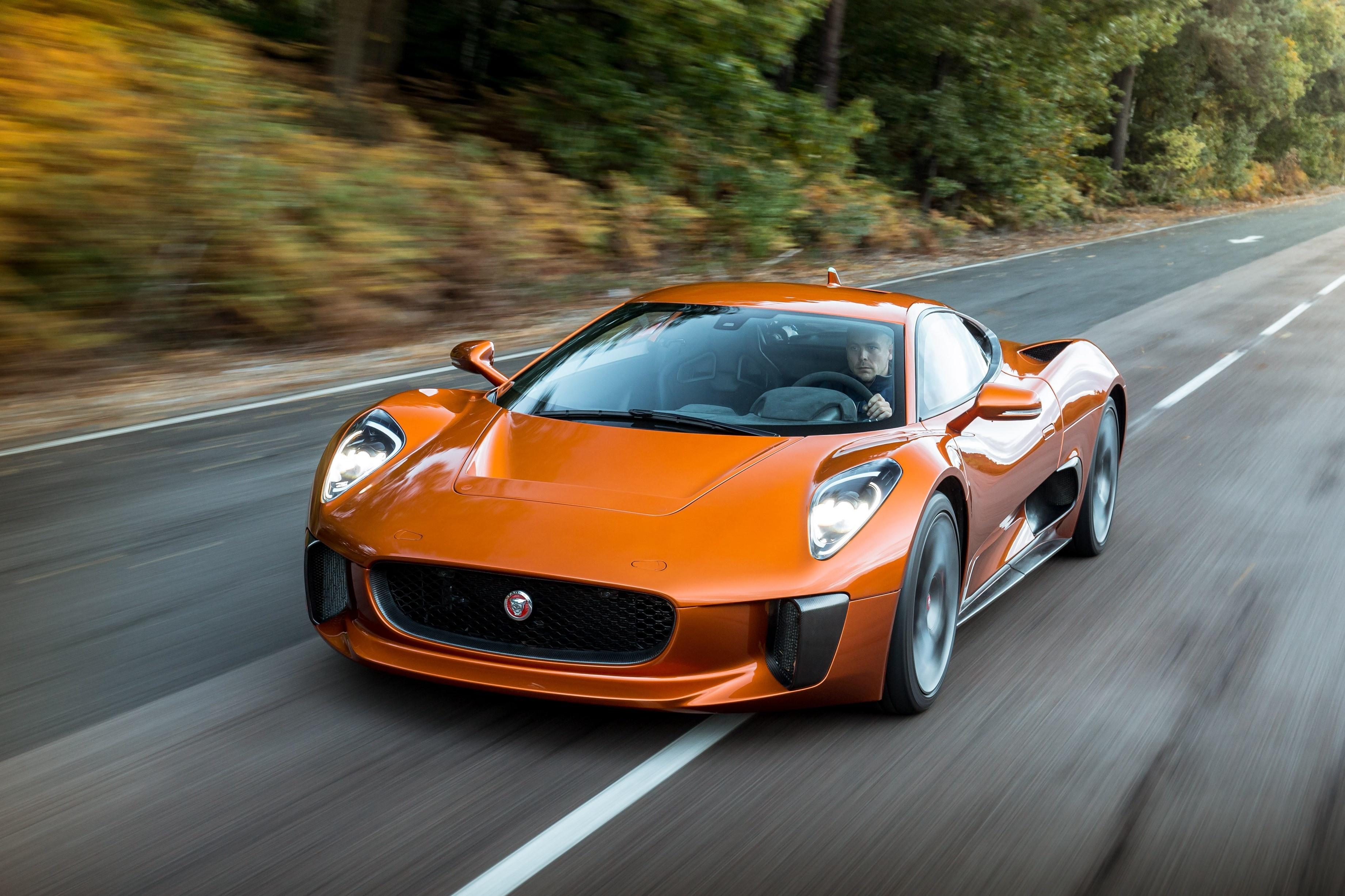 Sieu xe Jaguar C-X75 trong phim James Bond gia 1,2 trieu USD hinh anh 18