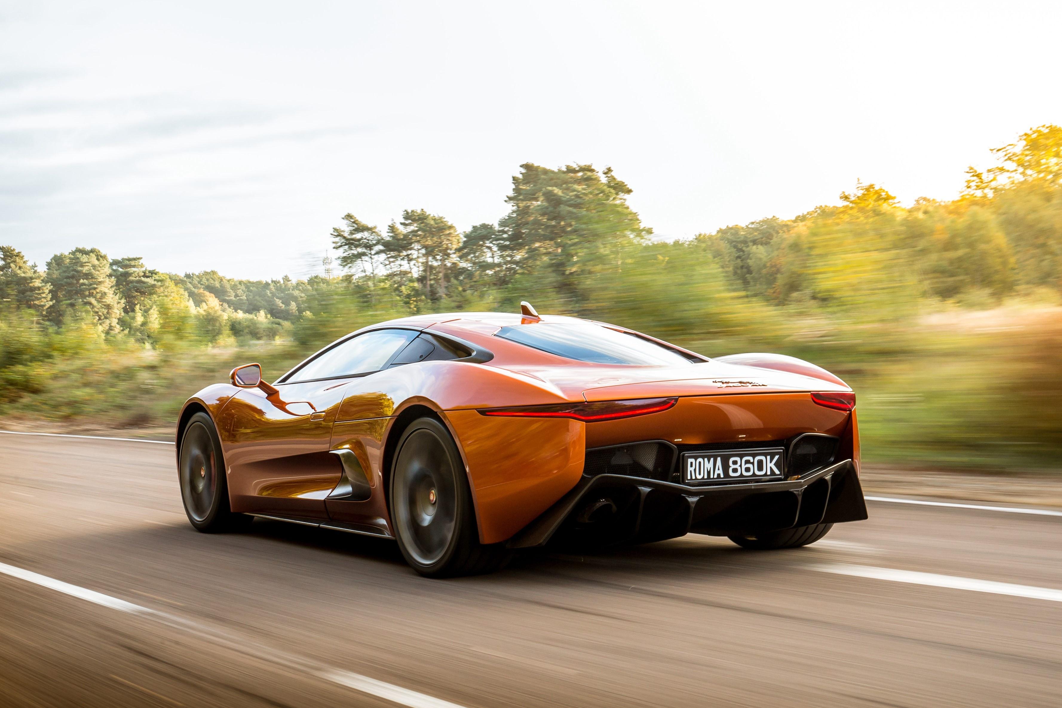 Sieu xe Jaguar C-X75 trong phim James Bond gia 1,2 trieu USD hinh anh 19
