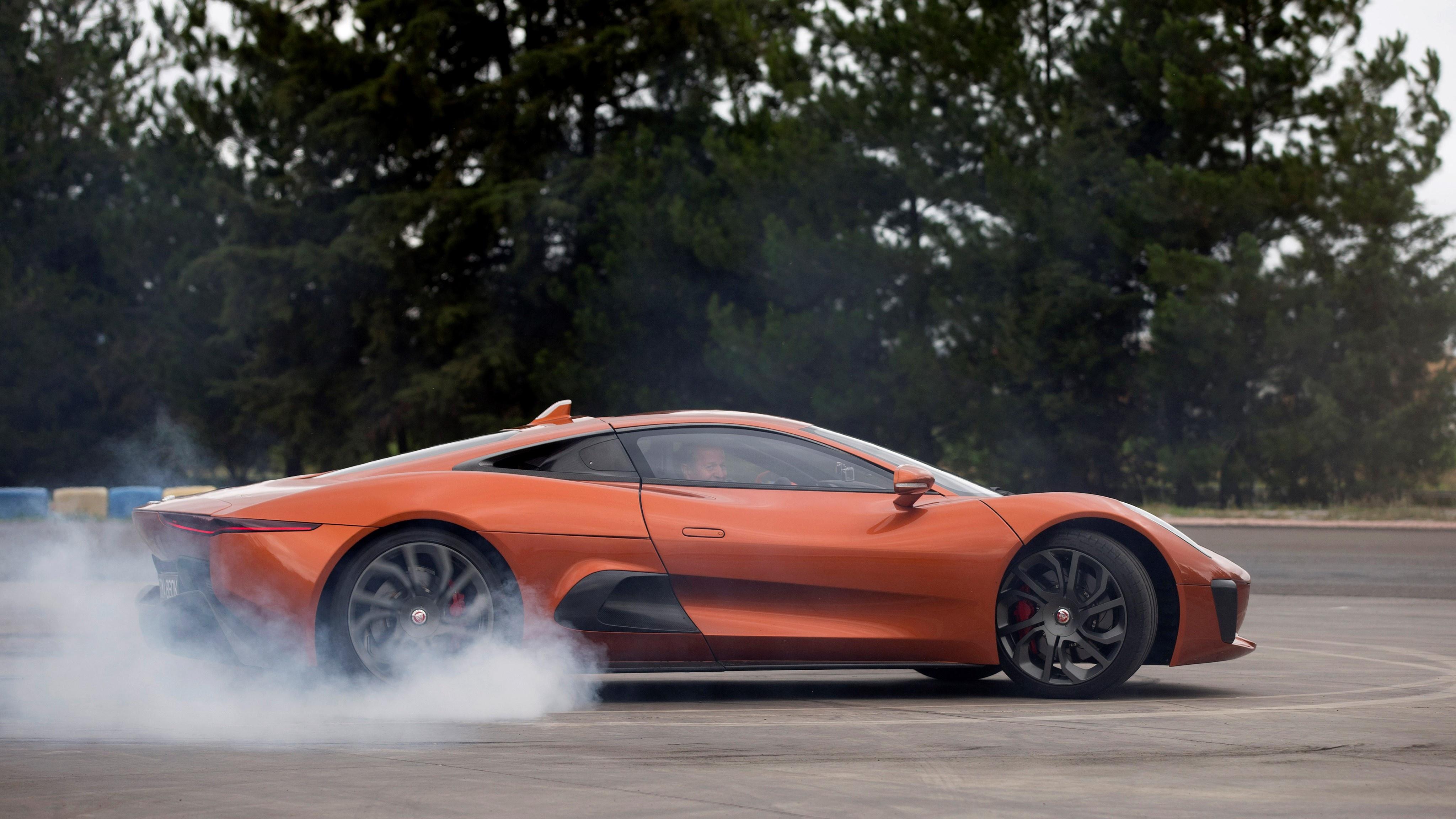Sieu xe Jaguar C-X75 trong phim James Bond gia 1,2 trieu USD hinh anh 23