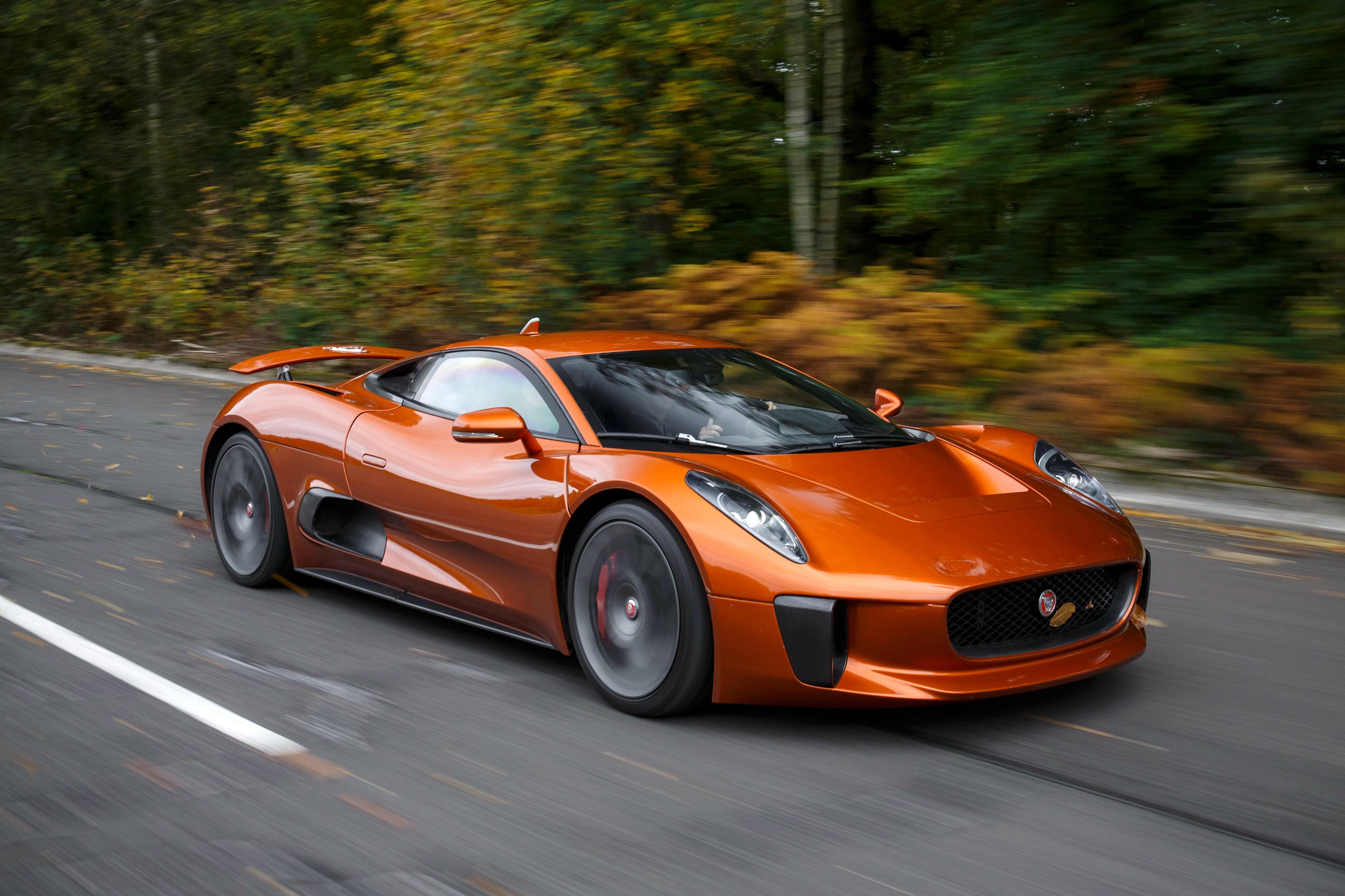 Sieu xe Jaguar C-X75 trong phim James Bond gia 1,2 trieu USD hinh anh 31