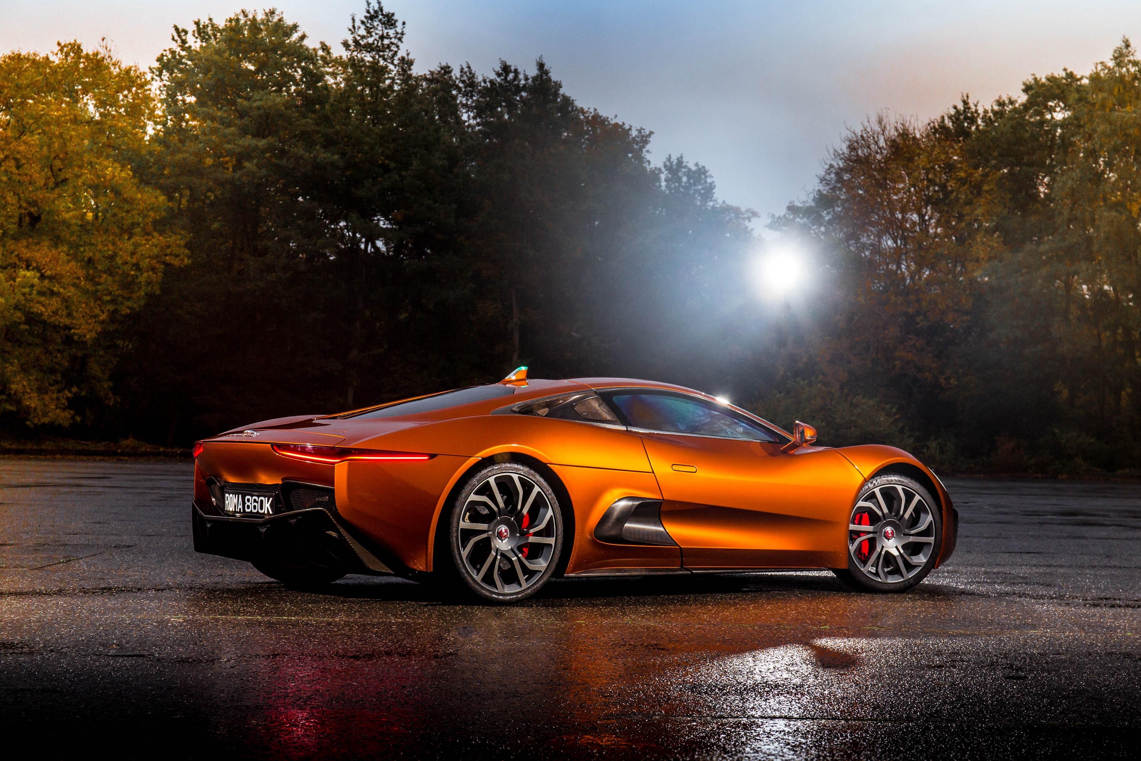 Sieu xe Jaguar C-X75 trong phim James Bond gia 1,2 trieu USD hinh anh 7