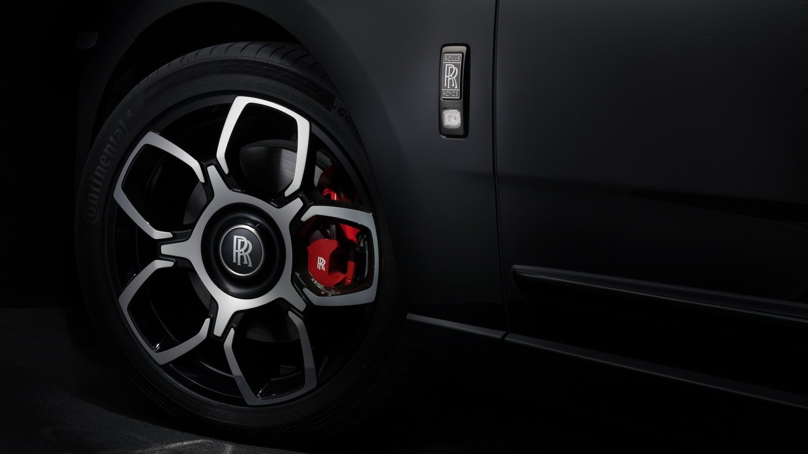 SUV sieu sang cua Rolls-Royce ban dac biet Black Badge ra mat hinh anh 8