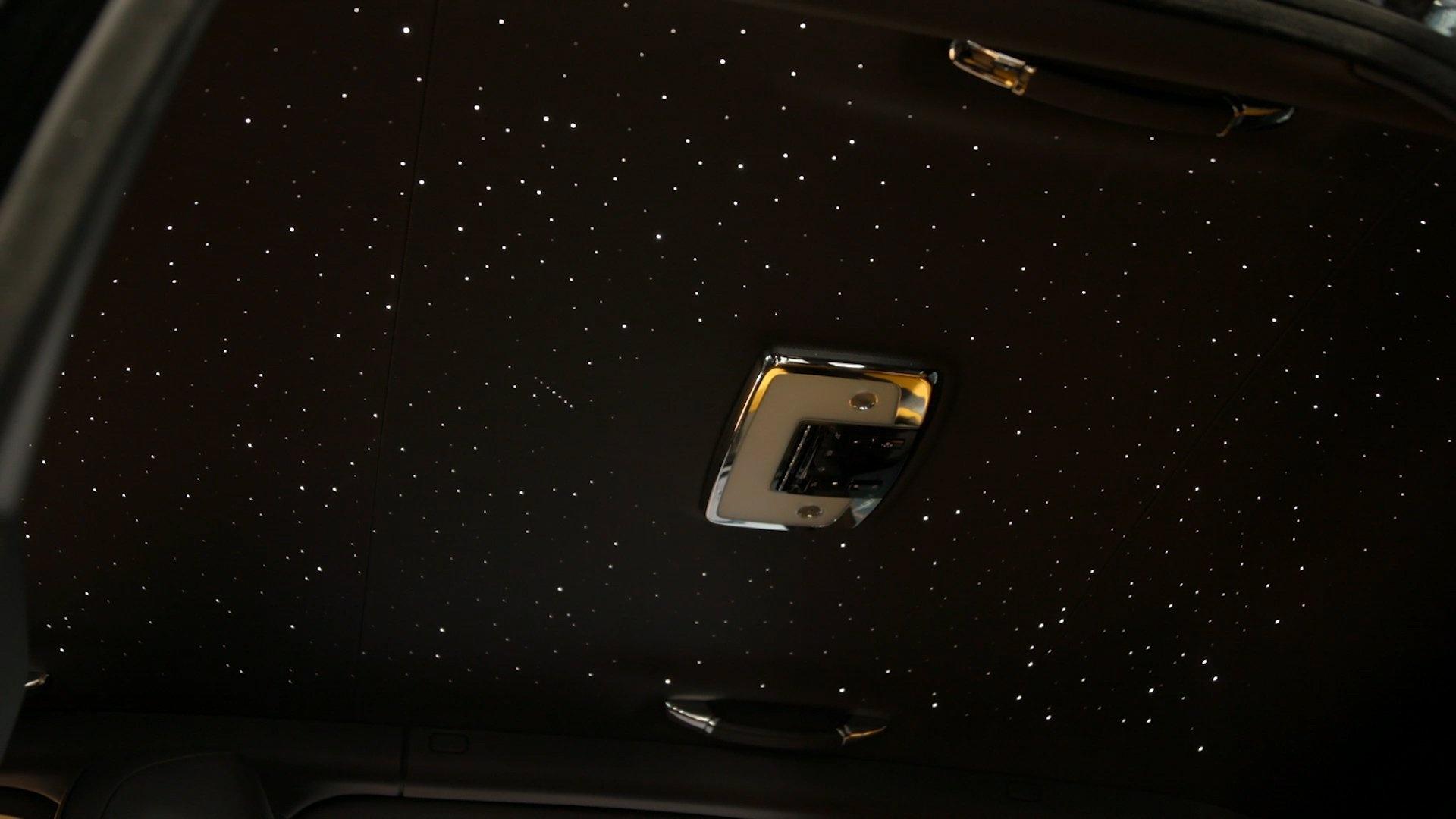 SUV sieu sang cua Rolls-Royce ban dac biet Black Badge ra mat hinh anh 12