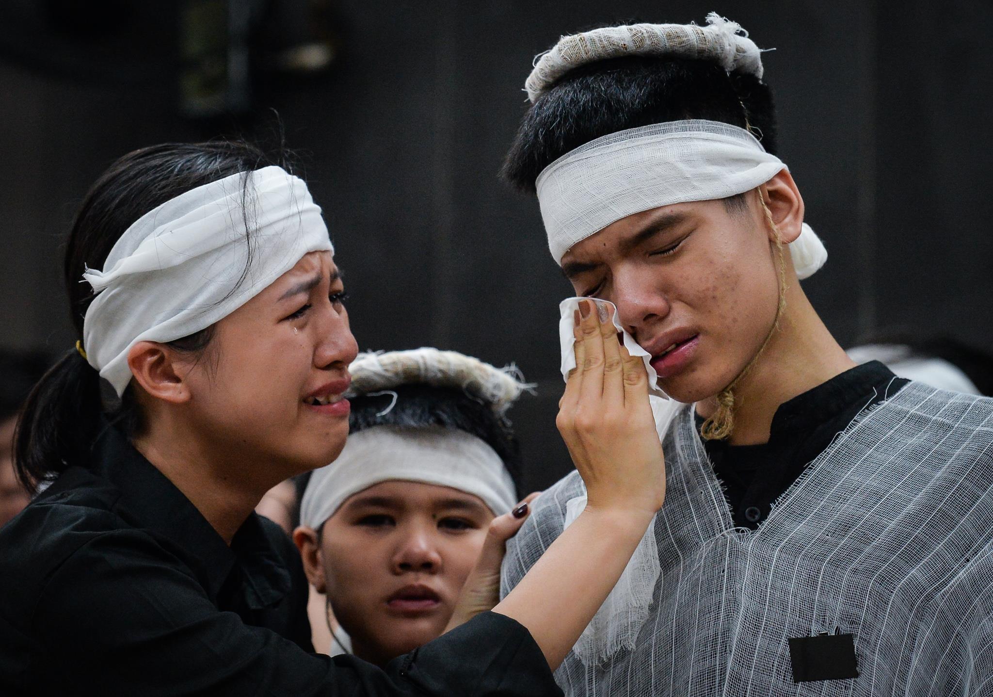 Con trai nữ lao công bị xe Hyundai tông ngã quỵ trong đám tang mẹ