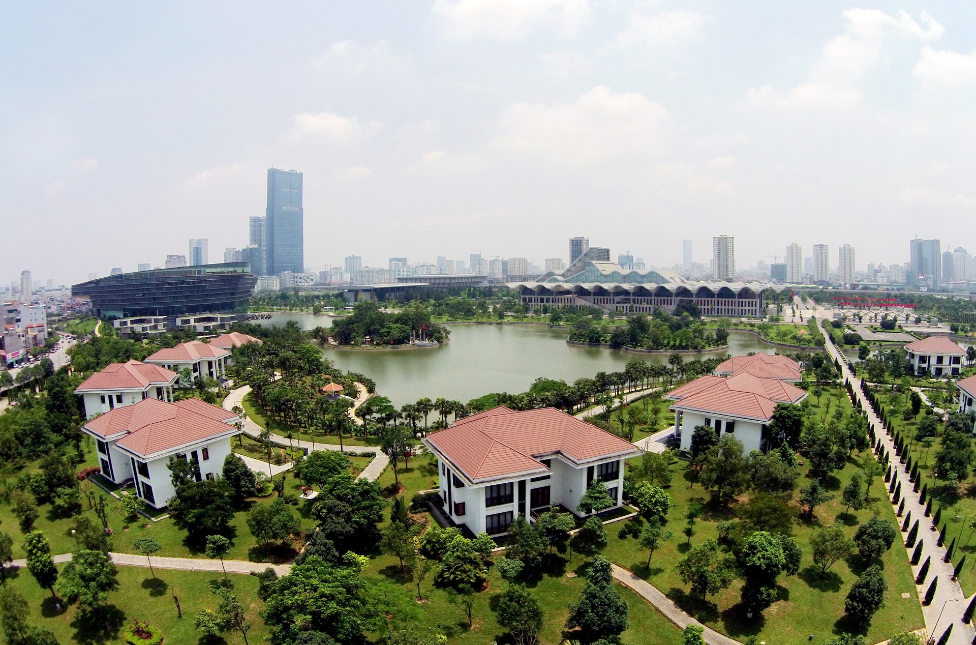 biet thu trong trung tam Hoi nghi quoc gia anh 3