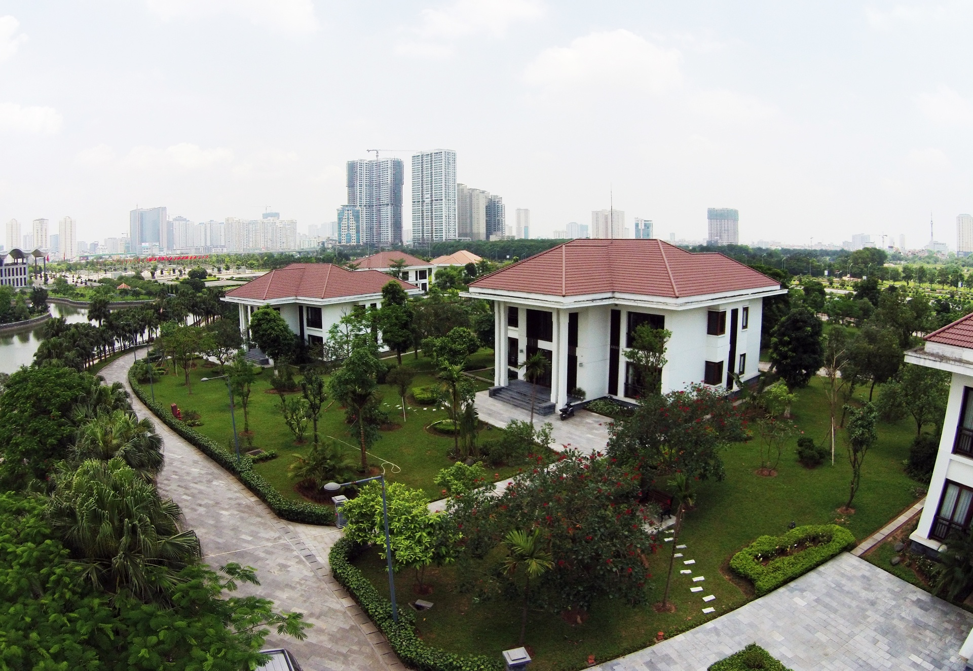 biet thu trong trung tam Hoi nghi quoc gia anh 5