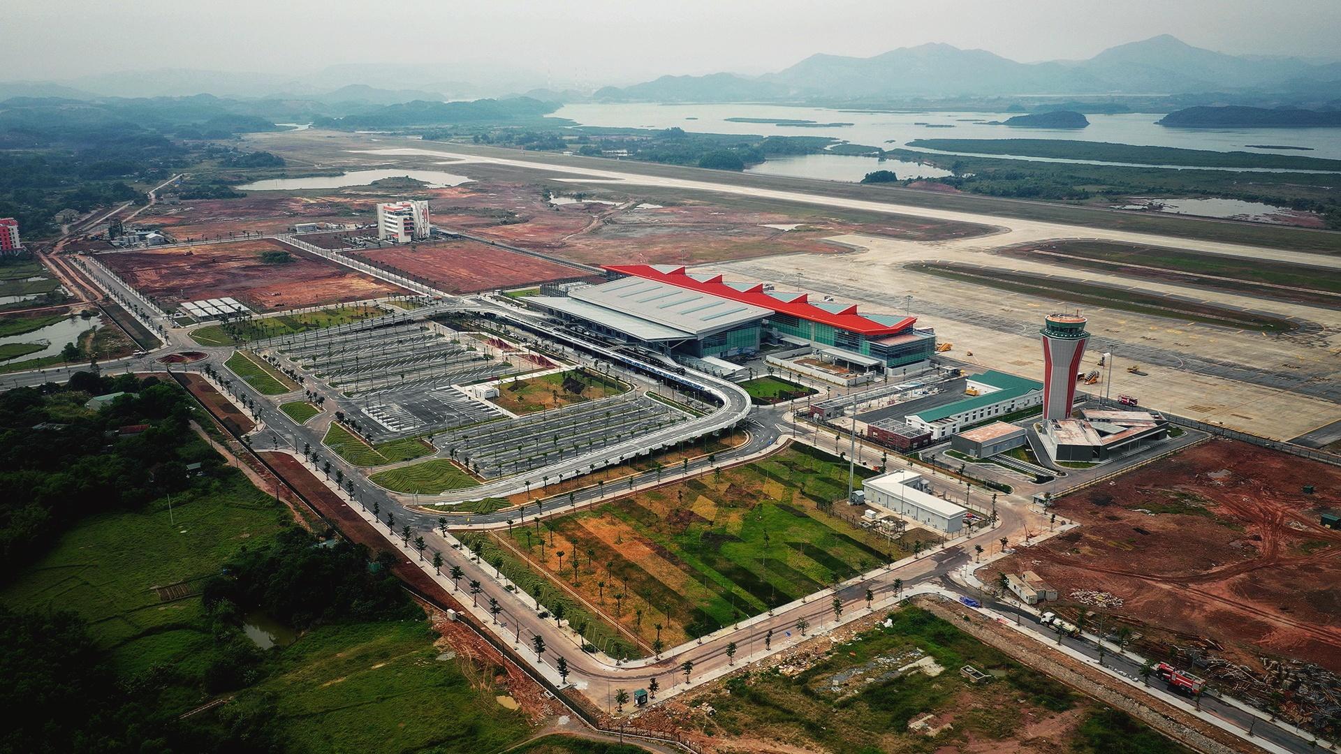 Toan canh san bay Van Don giua trung diep nui rung Quang Ninh hinh anh 3