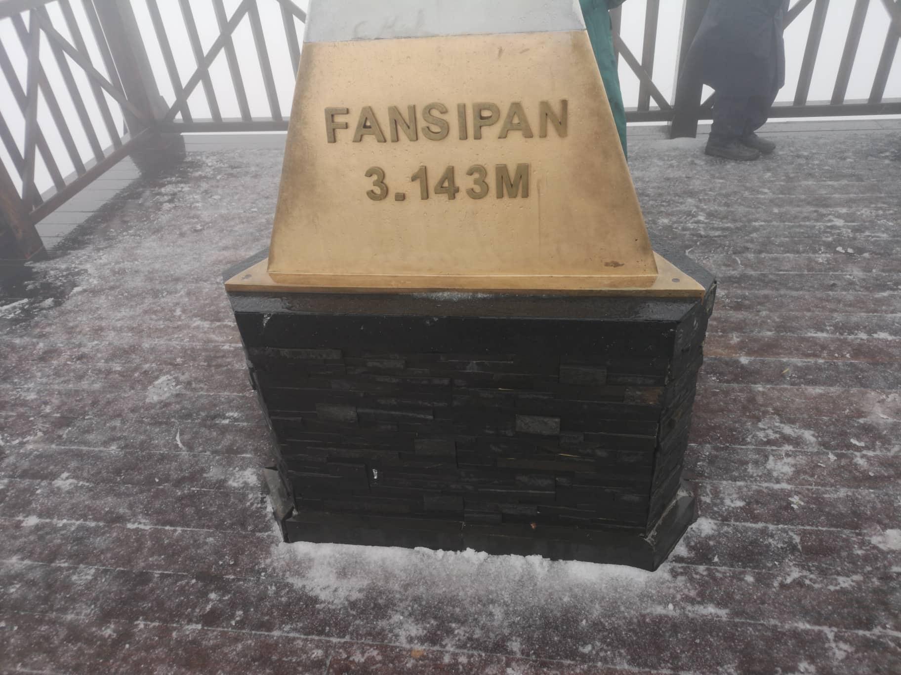 Tuyet bat ngo roi tren dinh Fansipan sang nay hinh anh 1