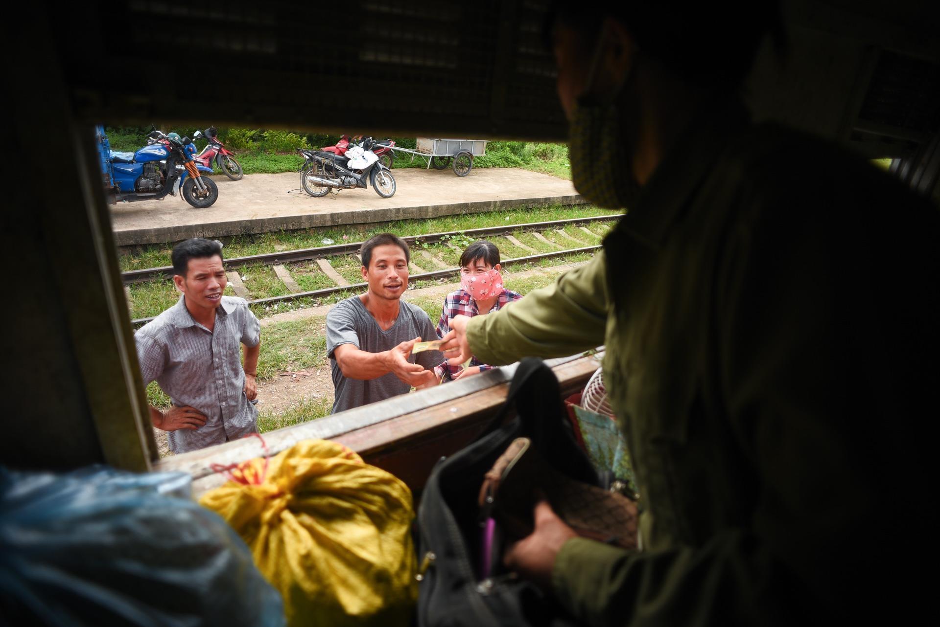 chuyen tau vang khach nhat ca nuoc Ha Noi Quang Ninh anh 22