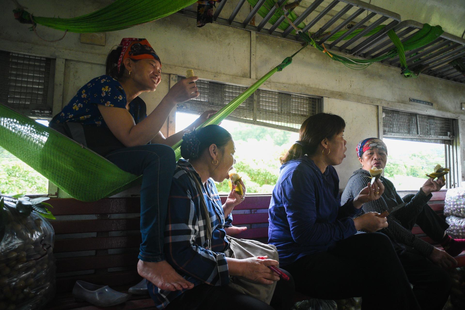 chuyen tau vang khach nhat ca nuoc Ha Noi Quang Ninh anh 24