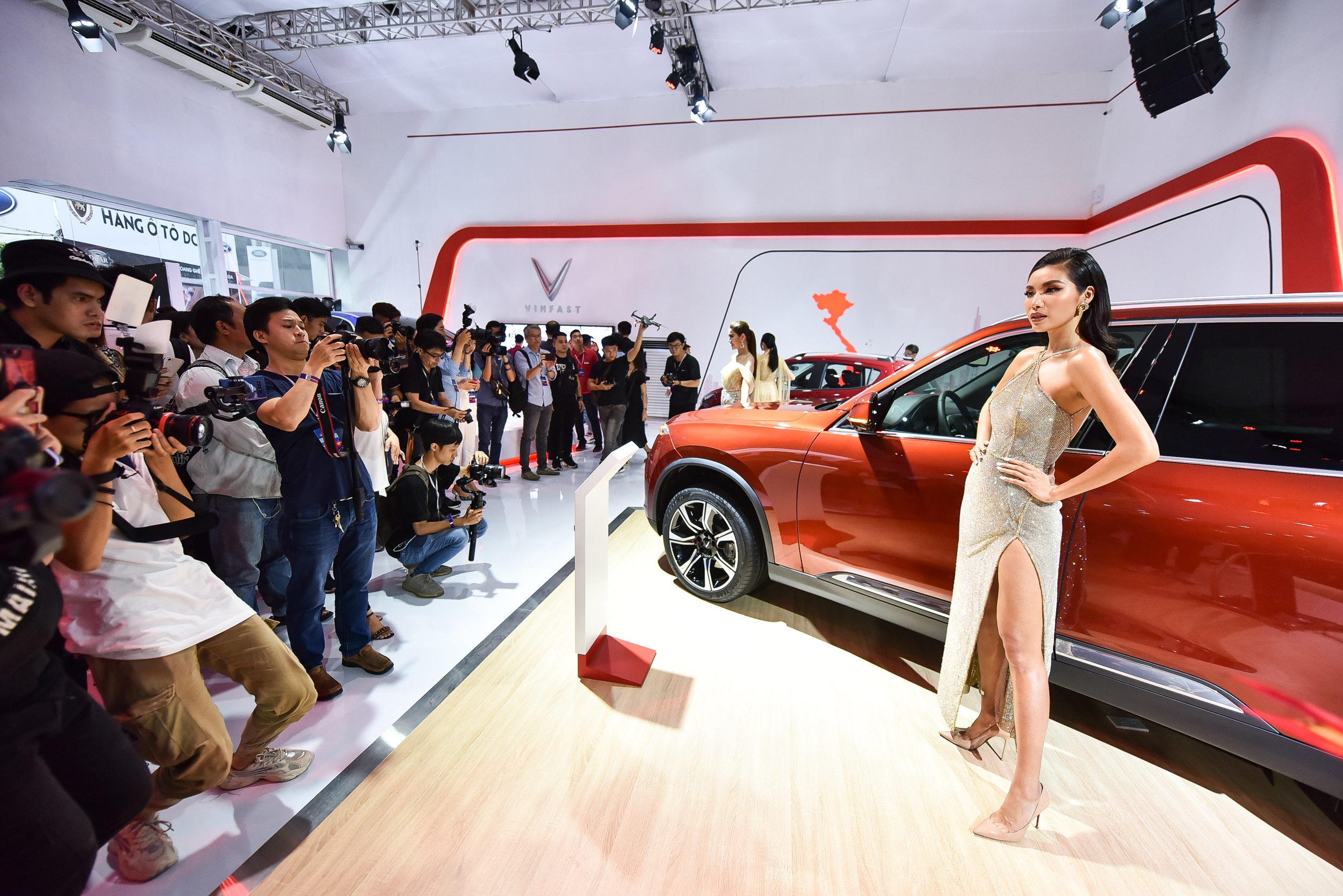 Mot nam ky tich cua VinFast tu Paris Motor Show 2018 den VMS 2019 hinh anh 40