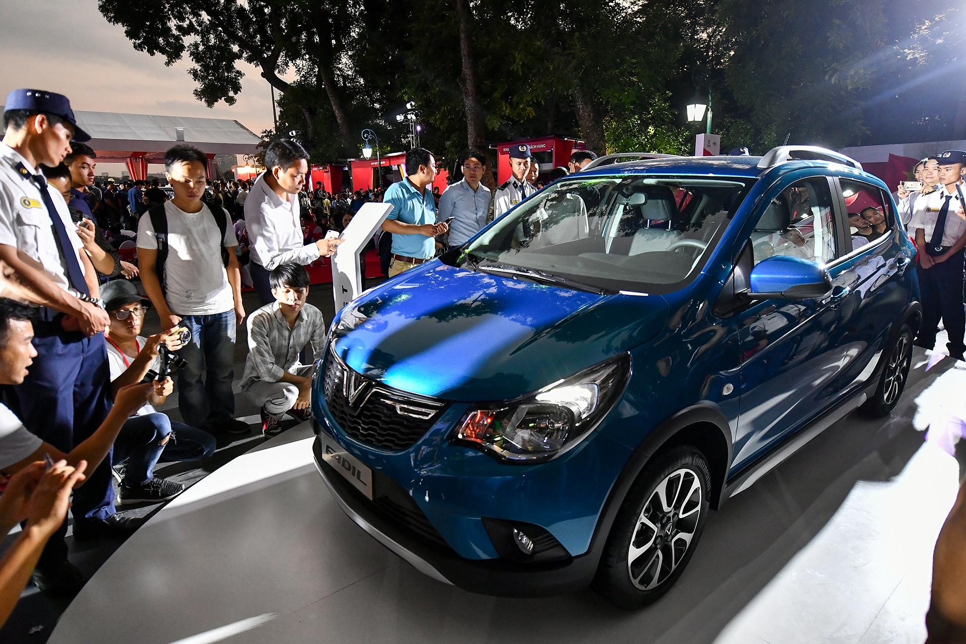 Mot nam ky tich cua VinFast tu Paris Motor Show 2018 den VMS 2019 hinh anh 36