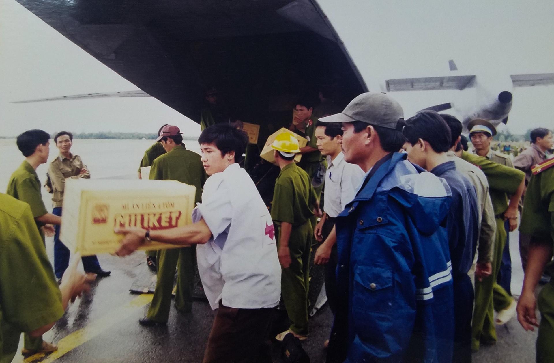 Ky uc tran dai hong thuy nam 1999 o Thua Thien - Hue hinh anh 21