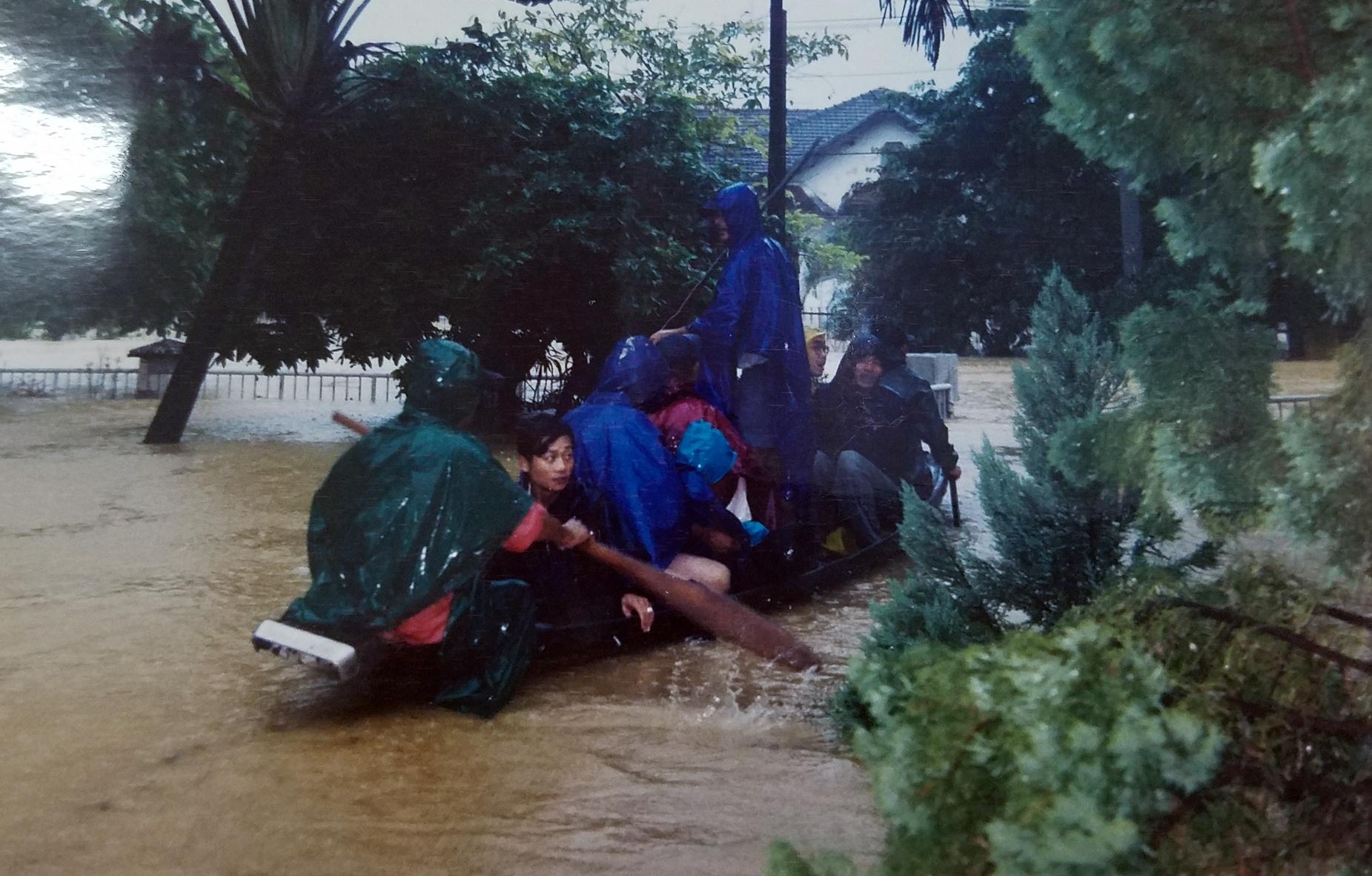 Ky uc tran dai hong thuy nam 1999 o Thua Thien - Hue hinh anh 12