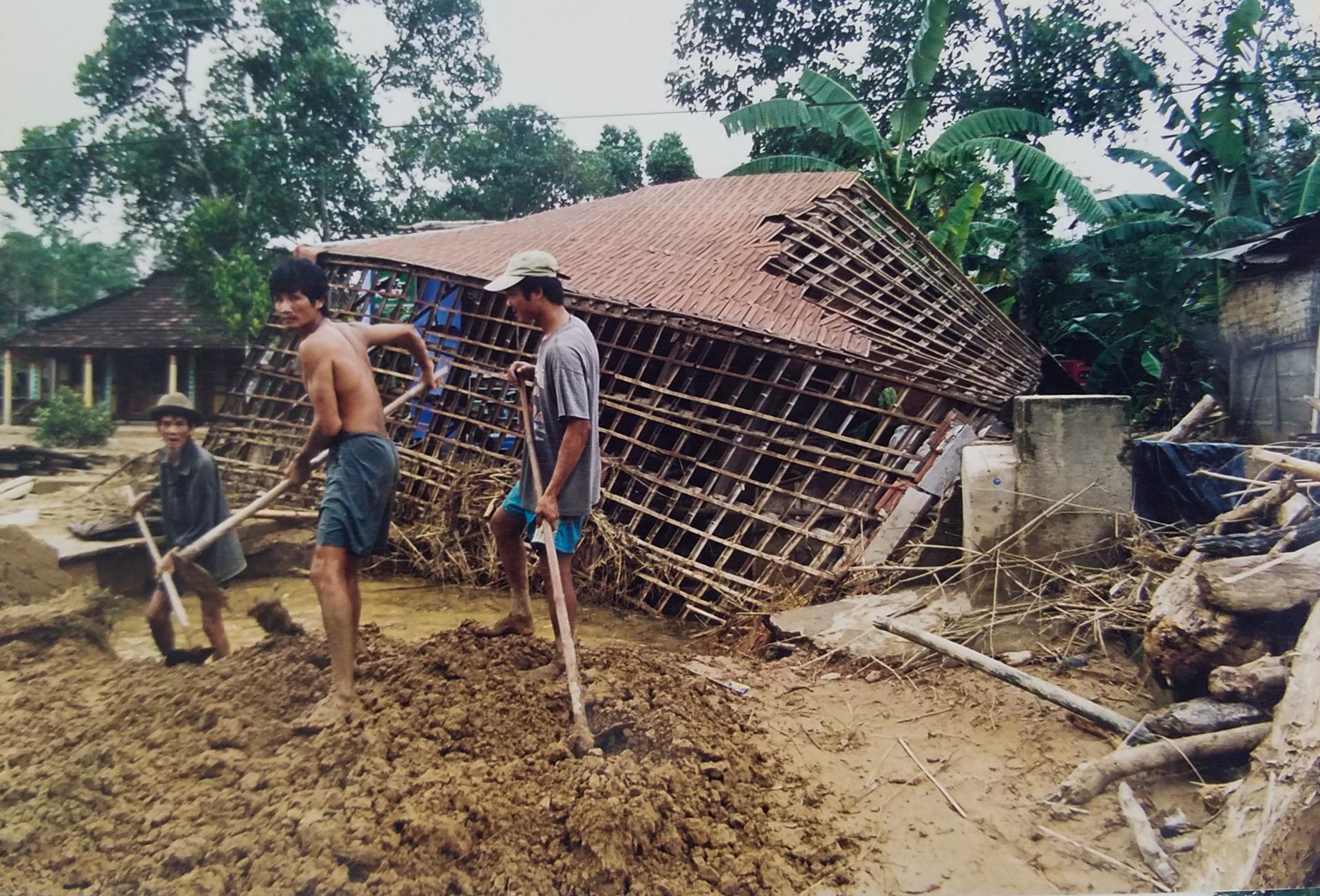 Ky uc tran dai hong thuy nam 1999 o Thua Thien - Hue hinh anh 28
