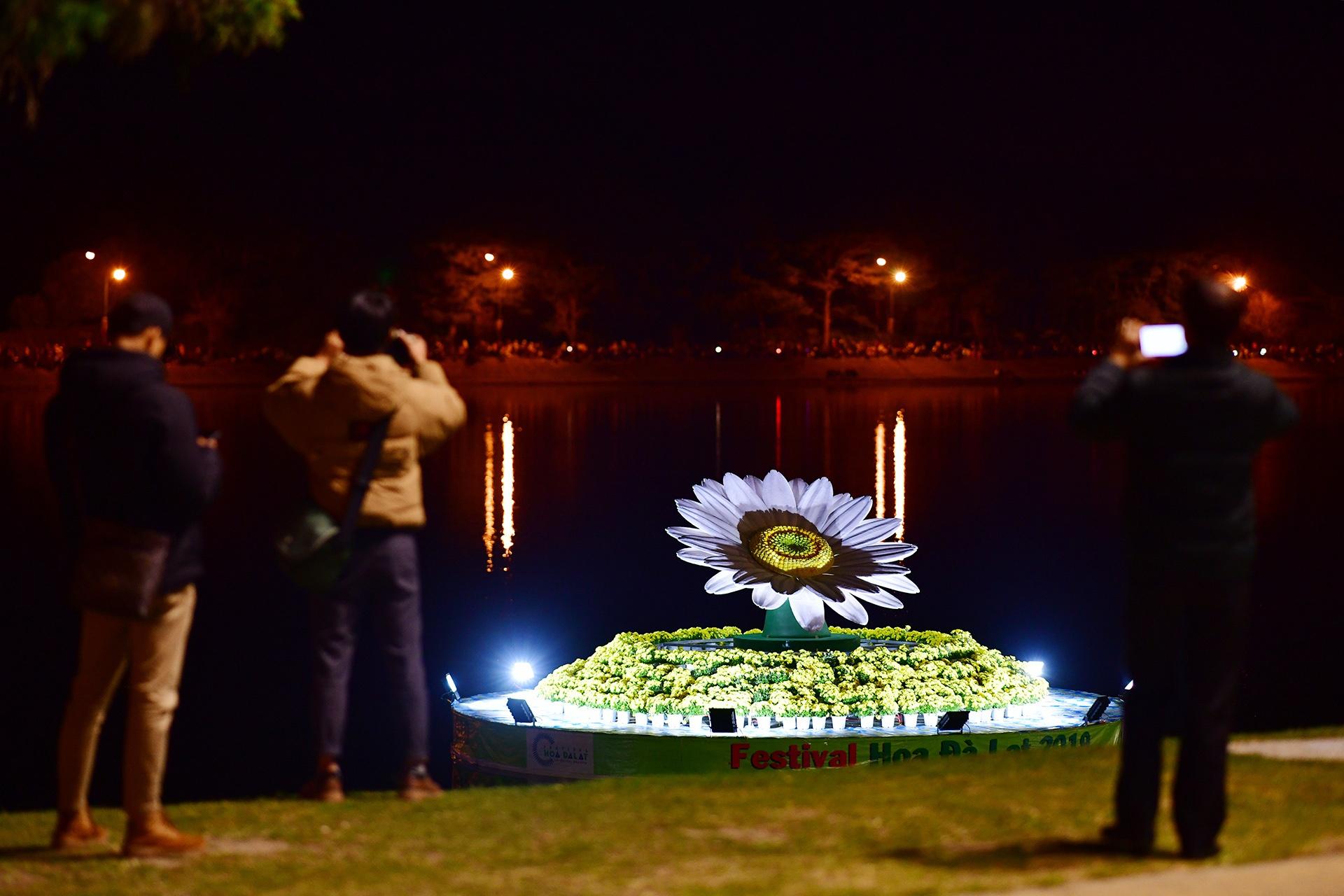 Da Lat ruc ro trong dem khai mac Festival hoa hinh anh 40 hoa_da_lat_zing16.JPG